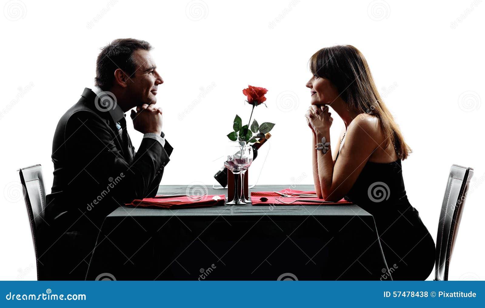 Parenminnaars die dinersilhouetten dateren