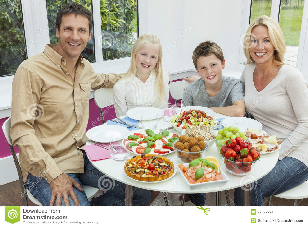 Parents children family healthy eating salad table royalty for Eating table