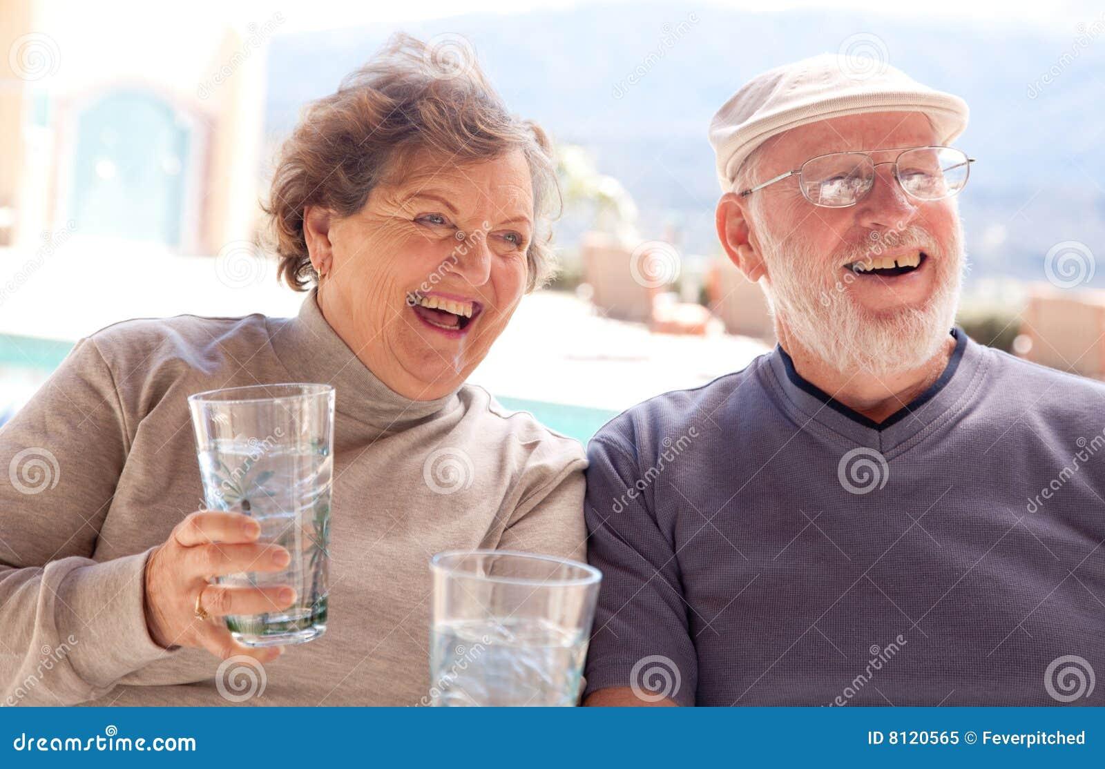 Banco rojo adultos mayores