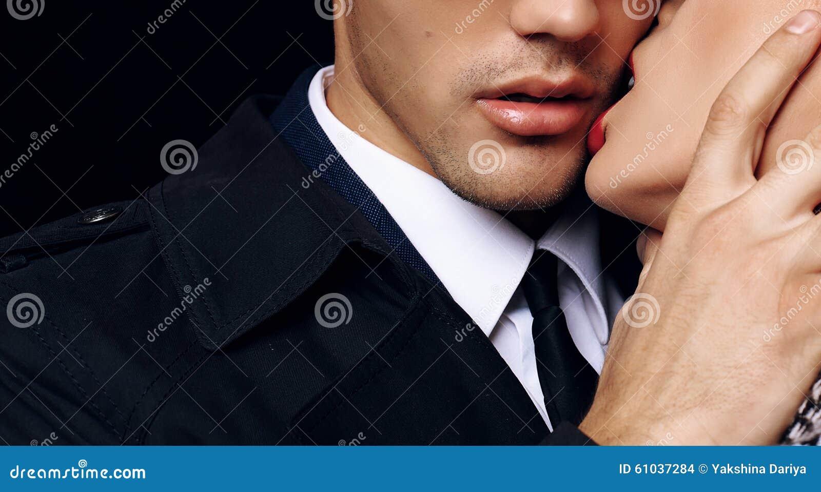 Pares apasionados sensuales hermosos historia de amor de la oficina