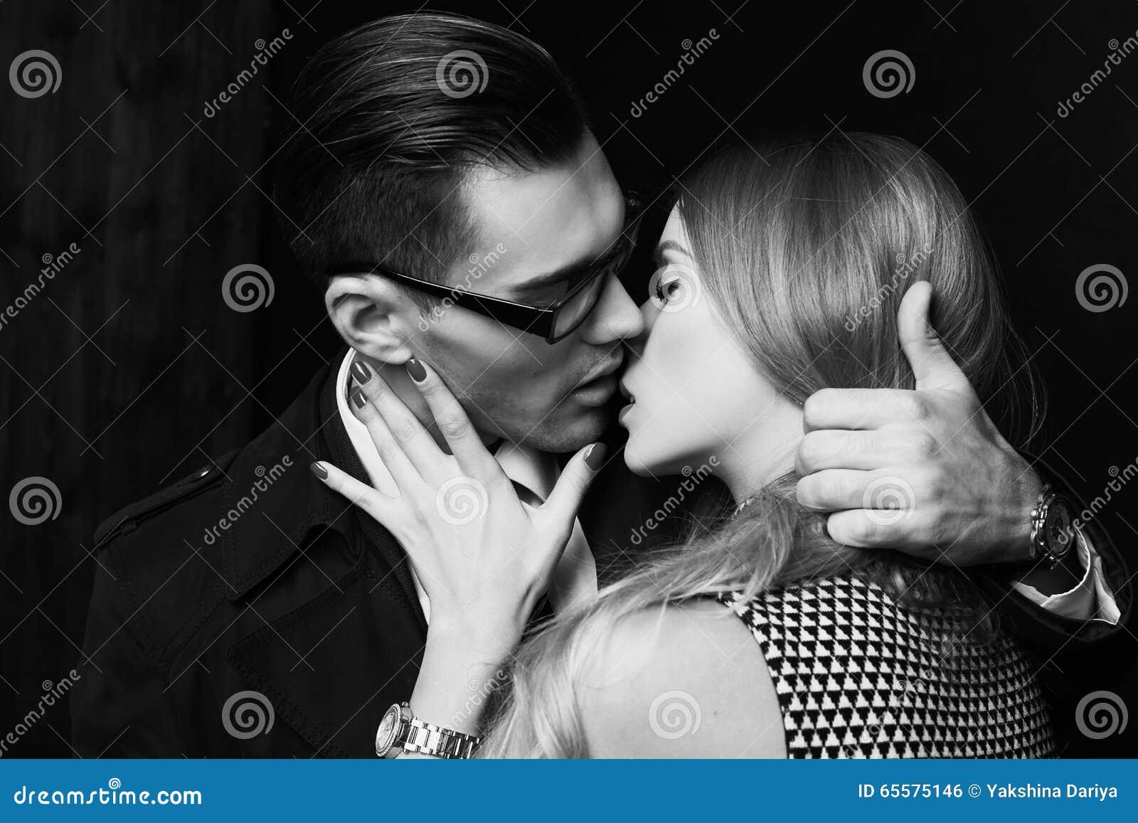 Pares ardentes  sexy , história de amor do escritório