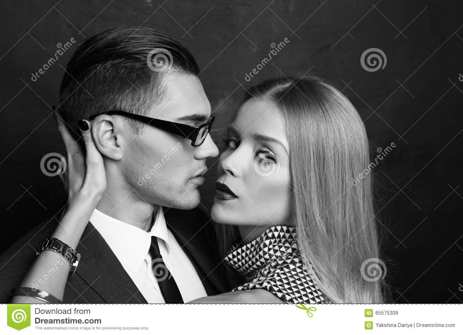 Pares ardentes  sexy  história de amor do escritório