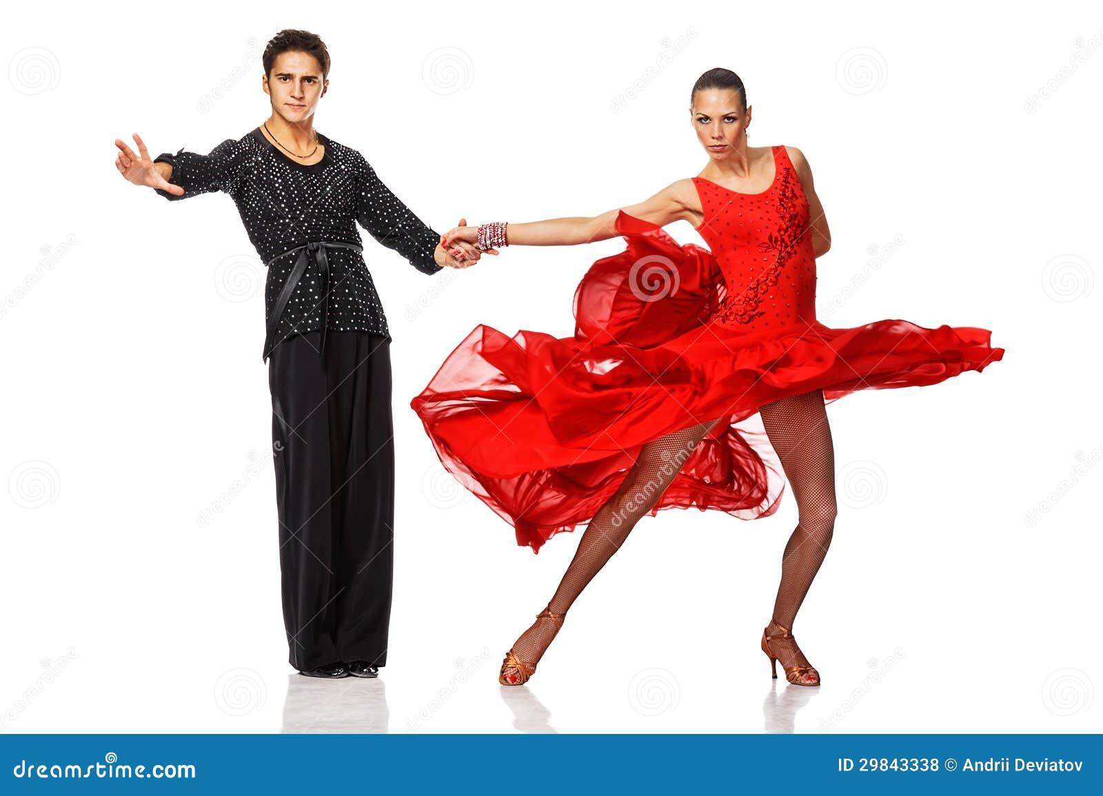 Pares bonitos na dança ativa do latino