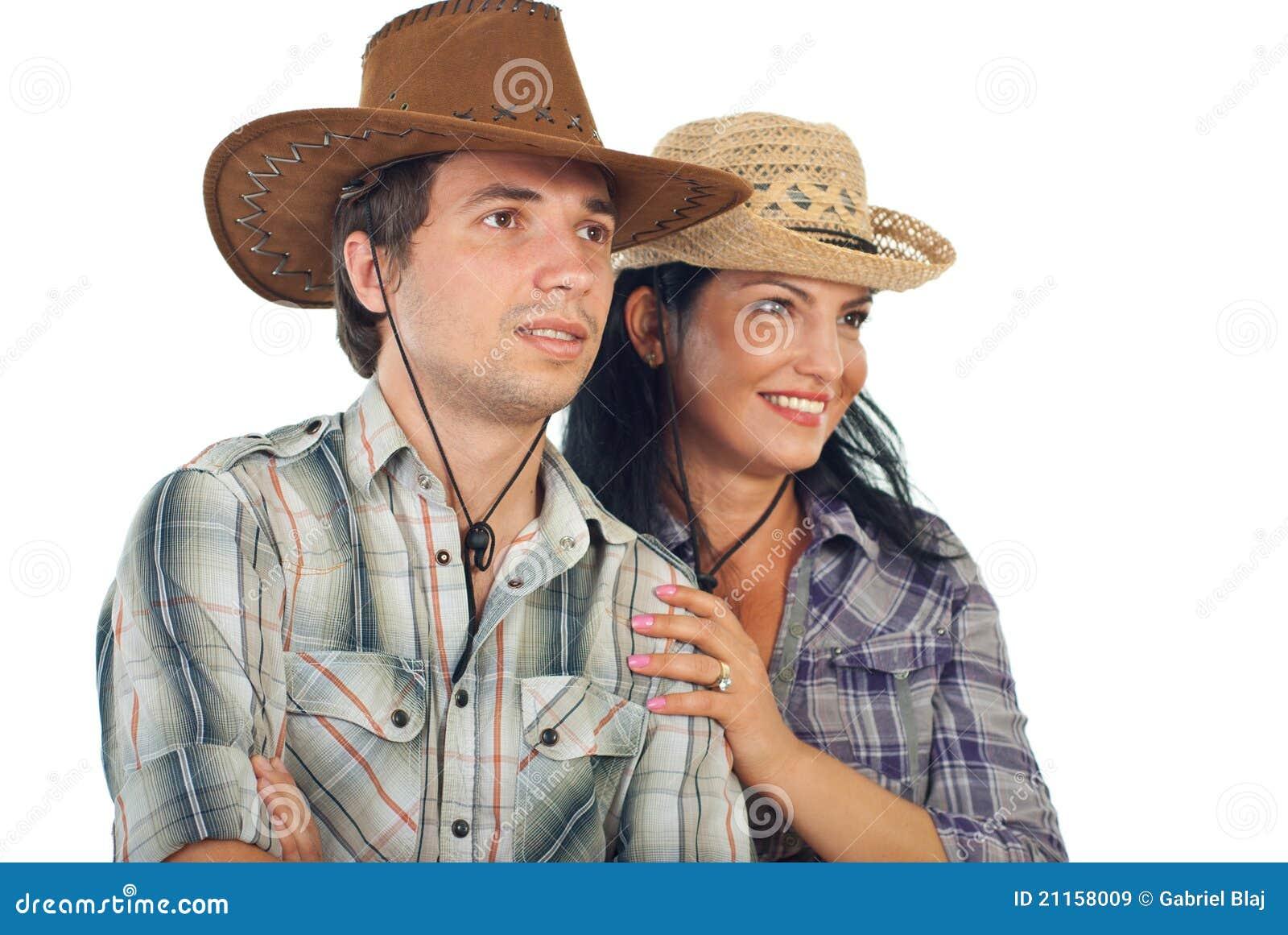 Pares con los sombreros de vaquero que miran al futuro