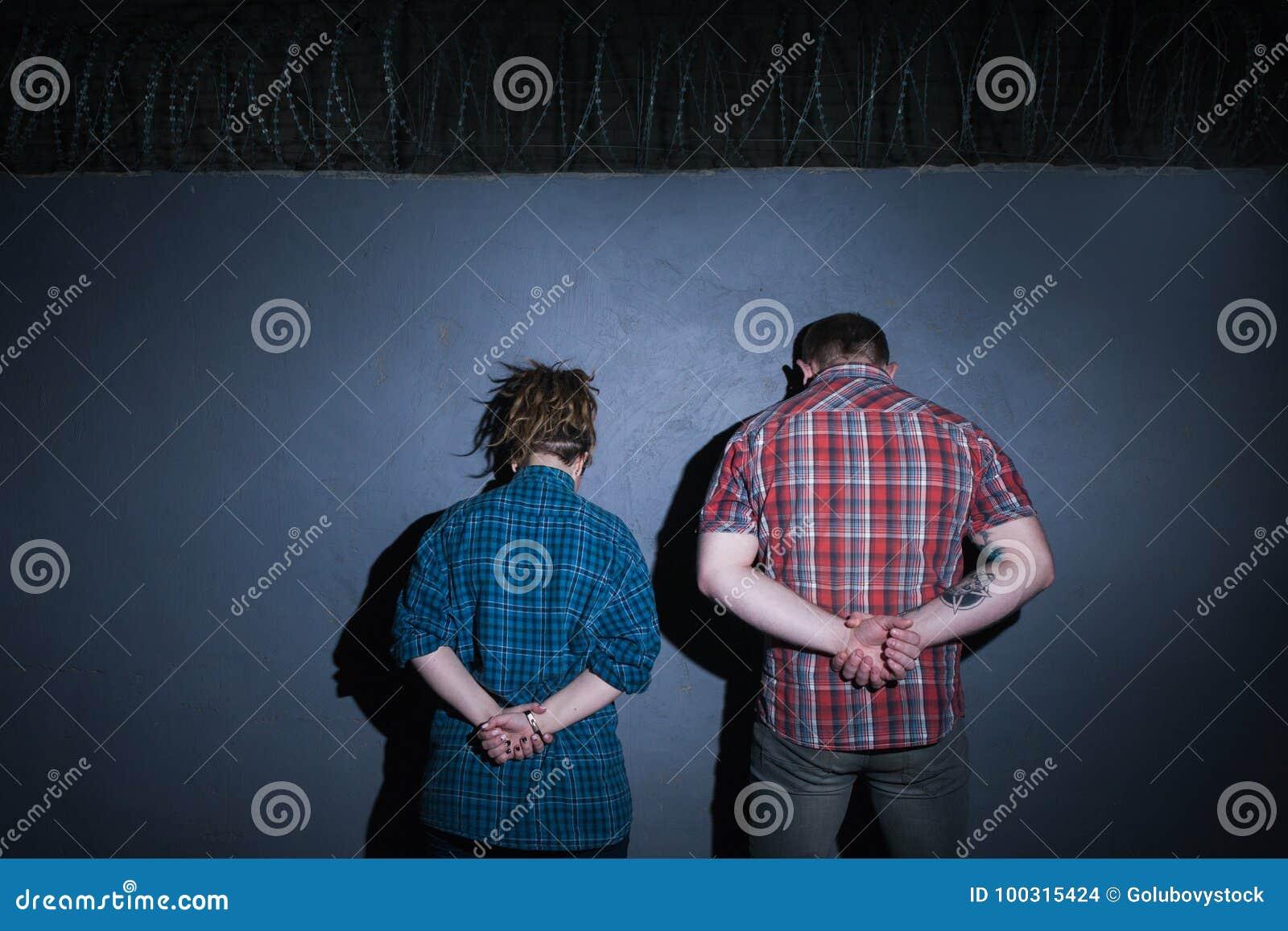 Pares criminales Partners - adentro - crimen