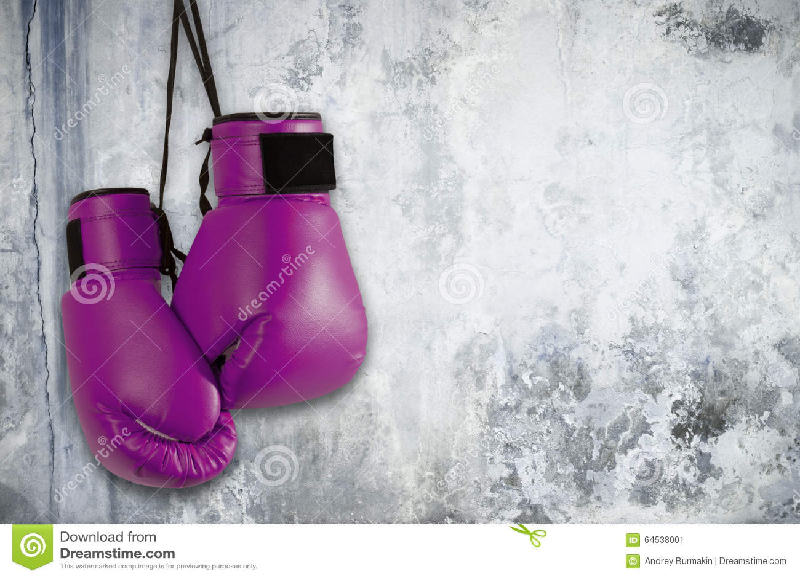 Pares de guantes de boxeo púrpuras