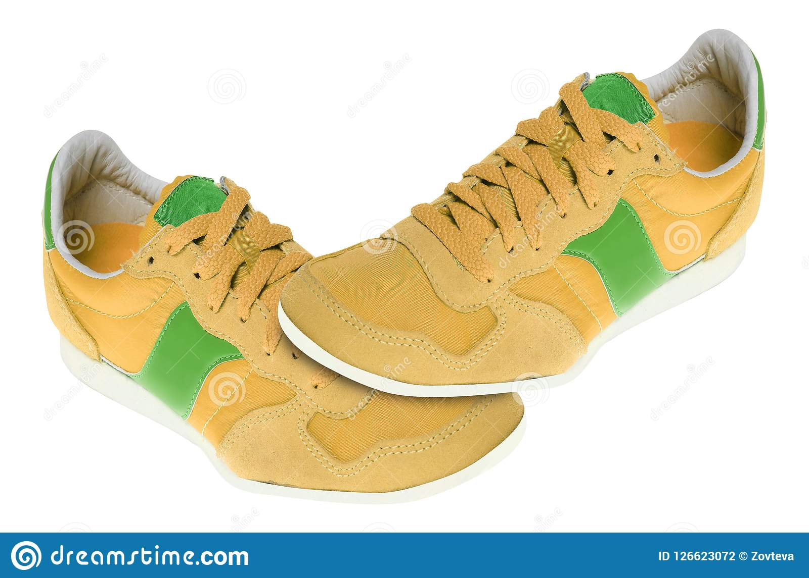 Pares de sapatilhas novas