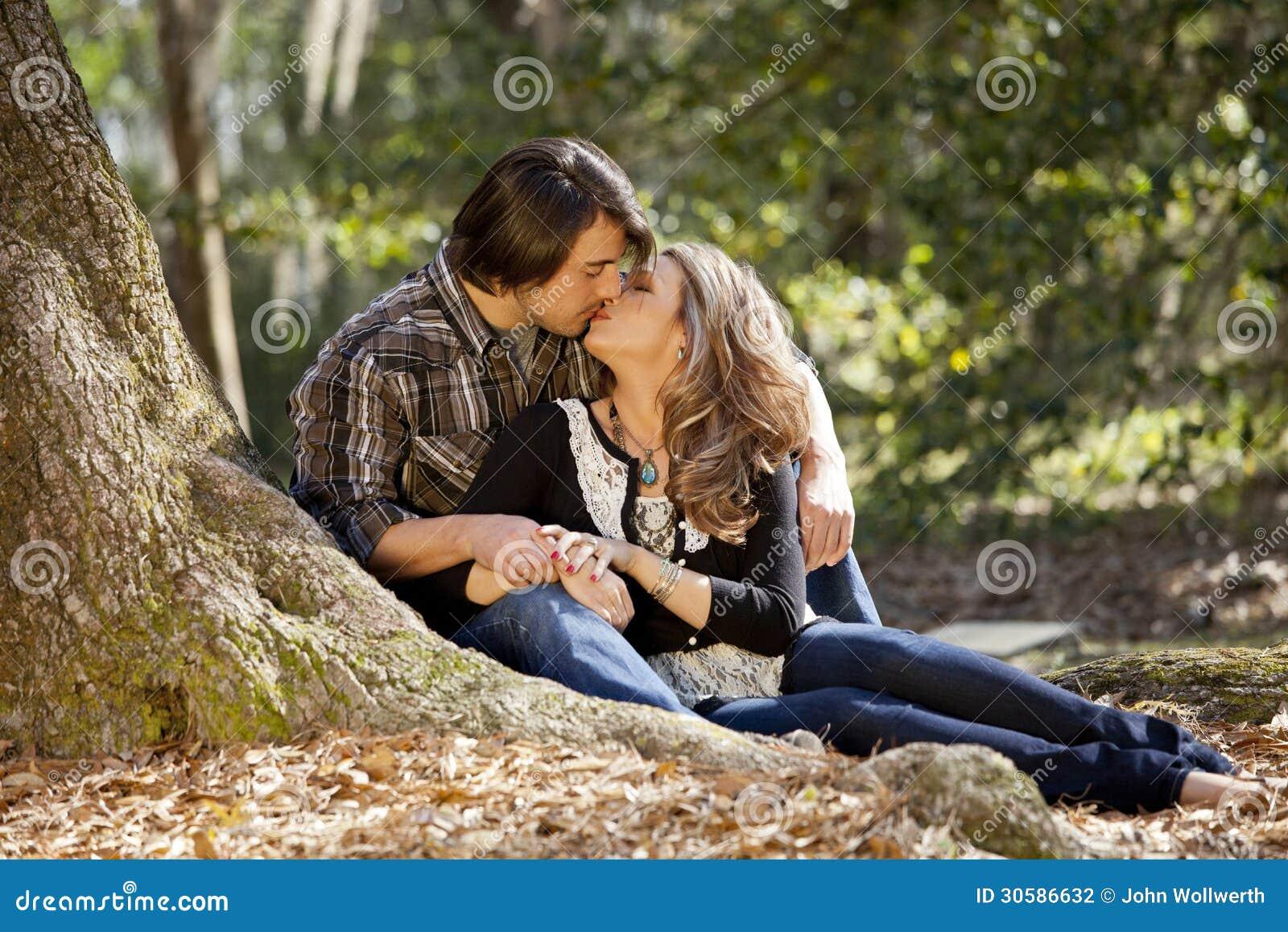 Pares en besarse del amor