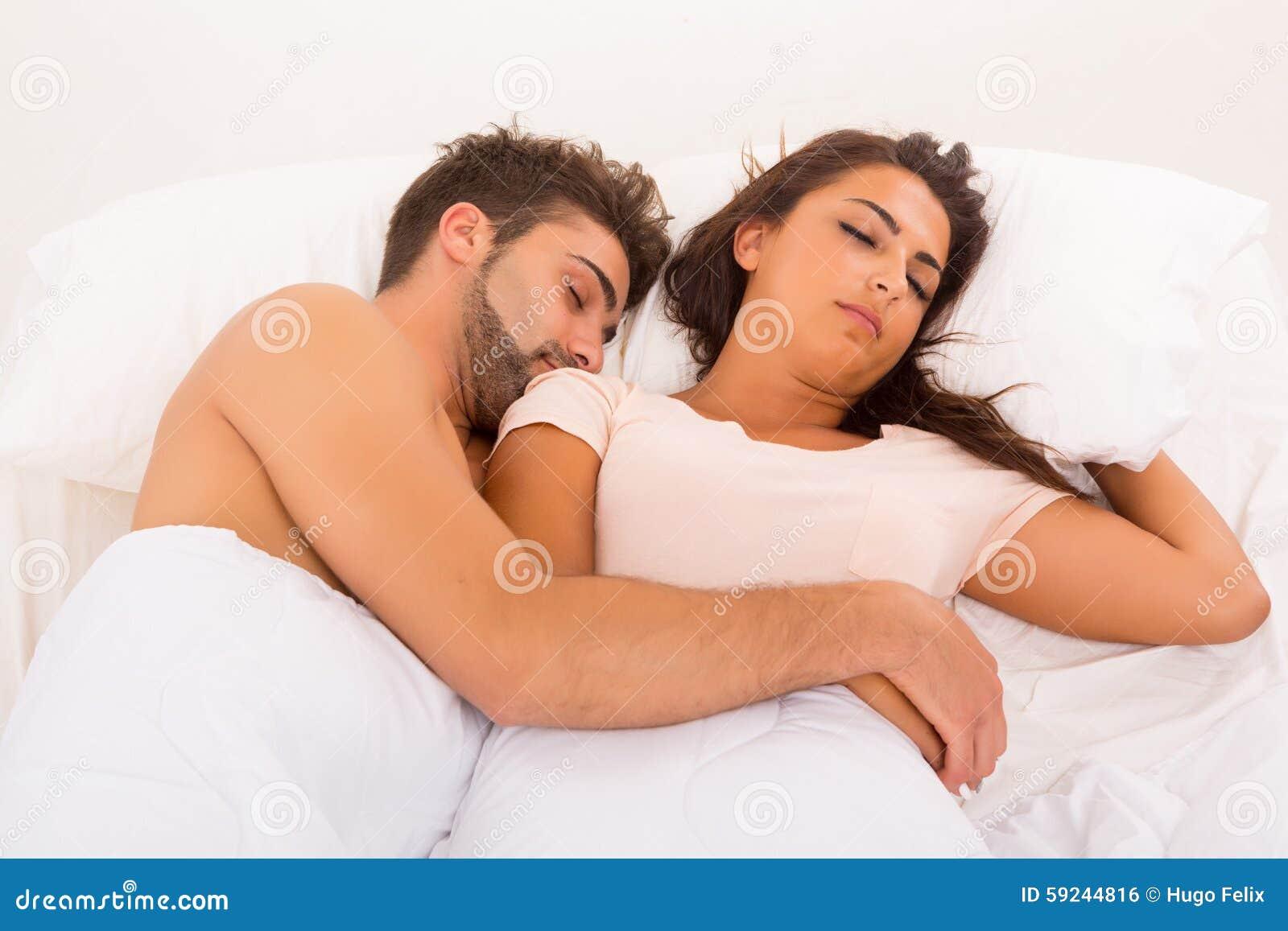 Download Pares en cama foto de archivo. Imagen de diversión, familia - 59244816