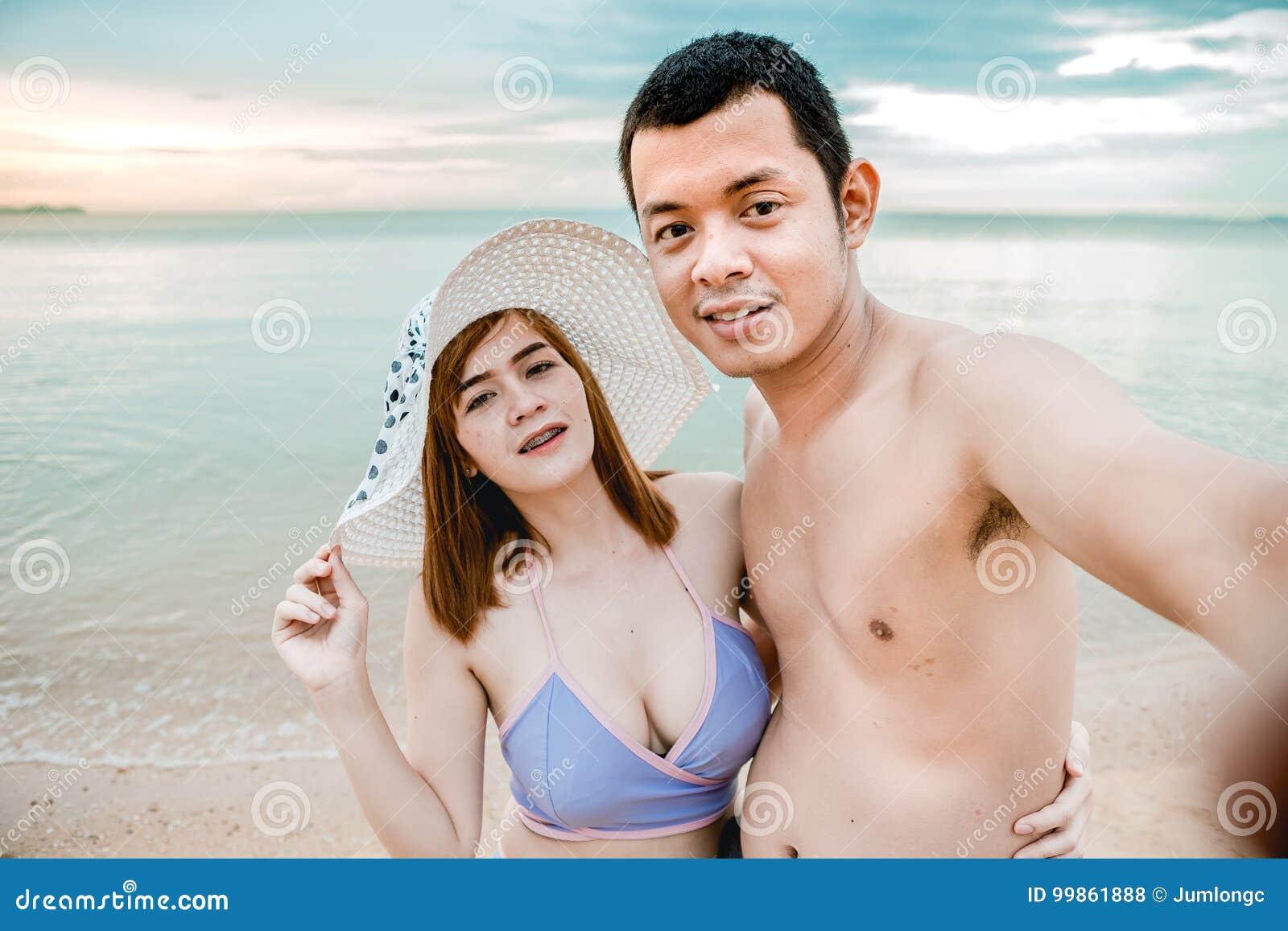 Pares en la playa