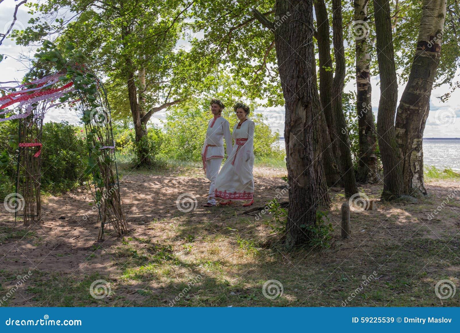 Download Pares en traje tradicional imagen de archivo. Imagen de alineada - 59225539