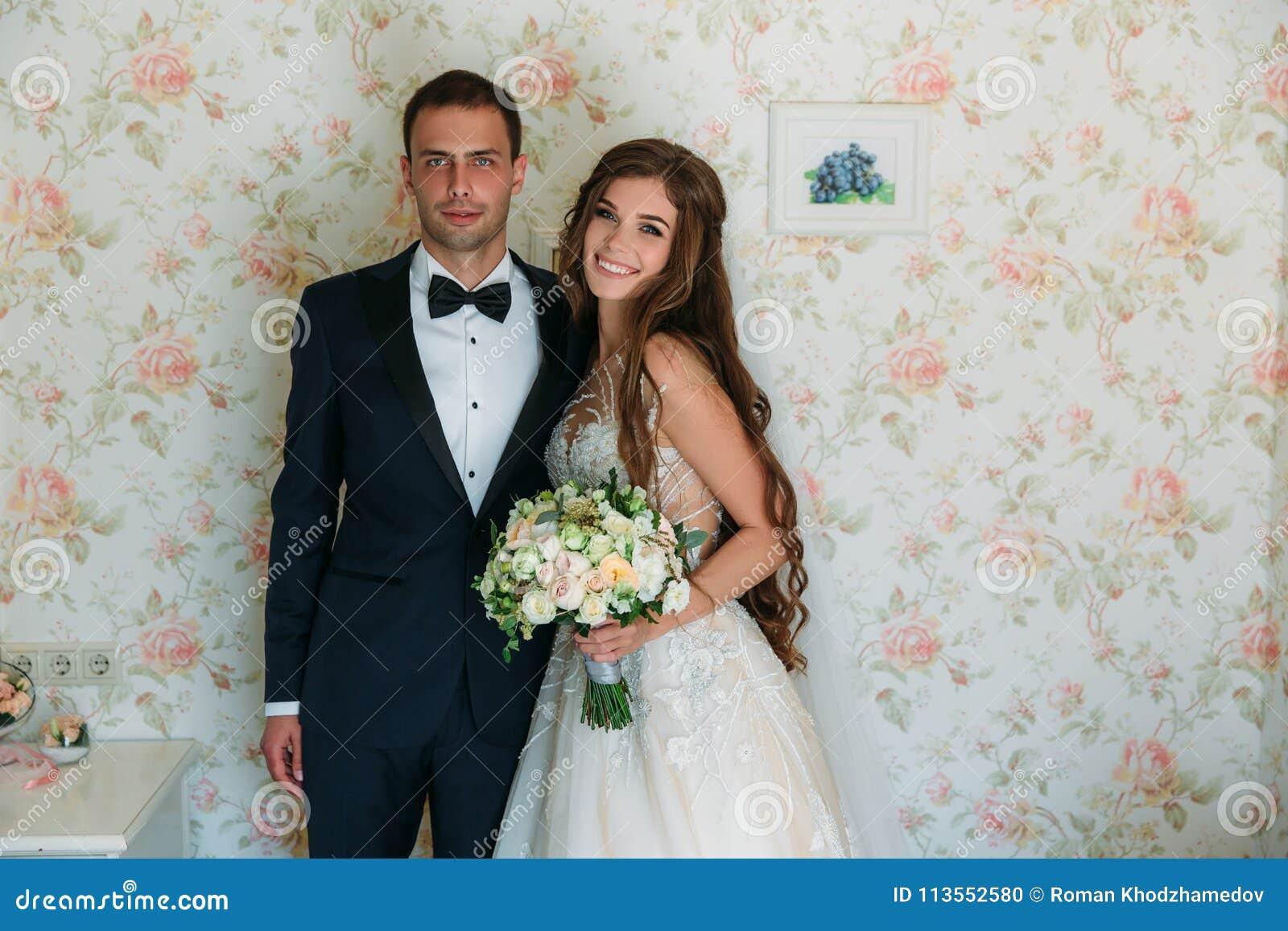 Traje negro para boda de dia hombre
