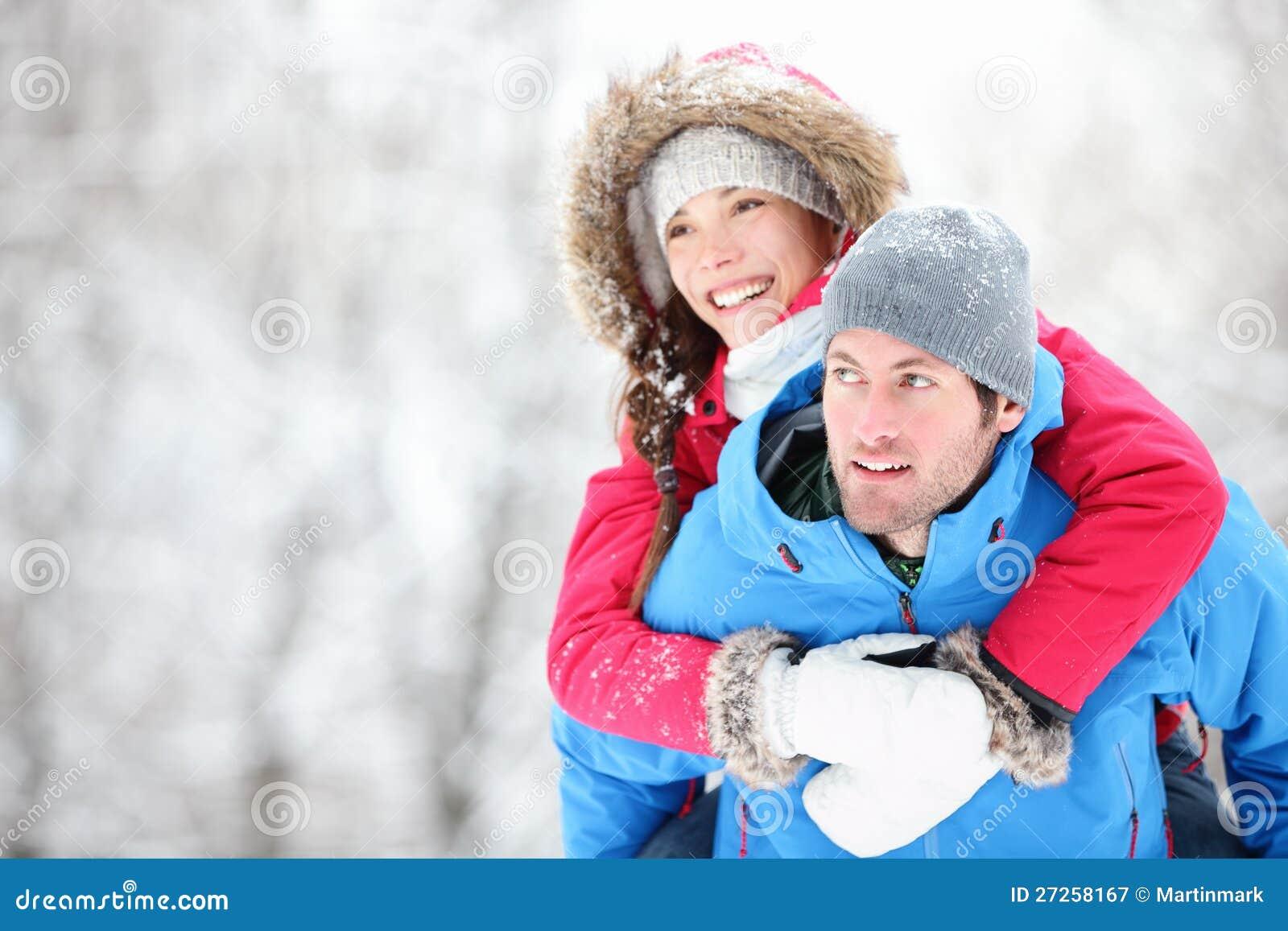 Pares felices del recorrido del invierno