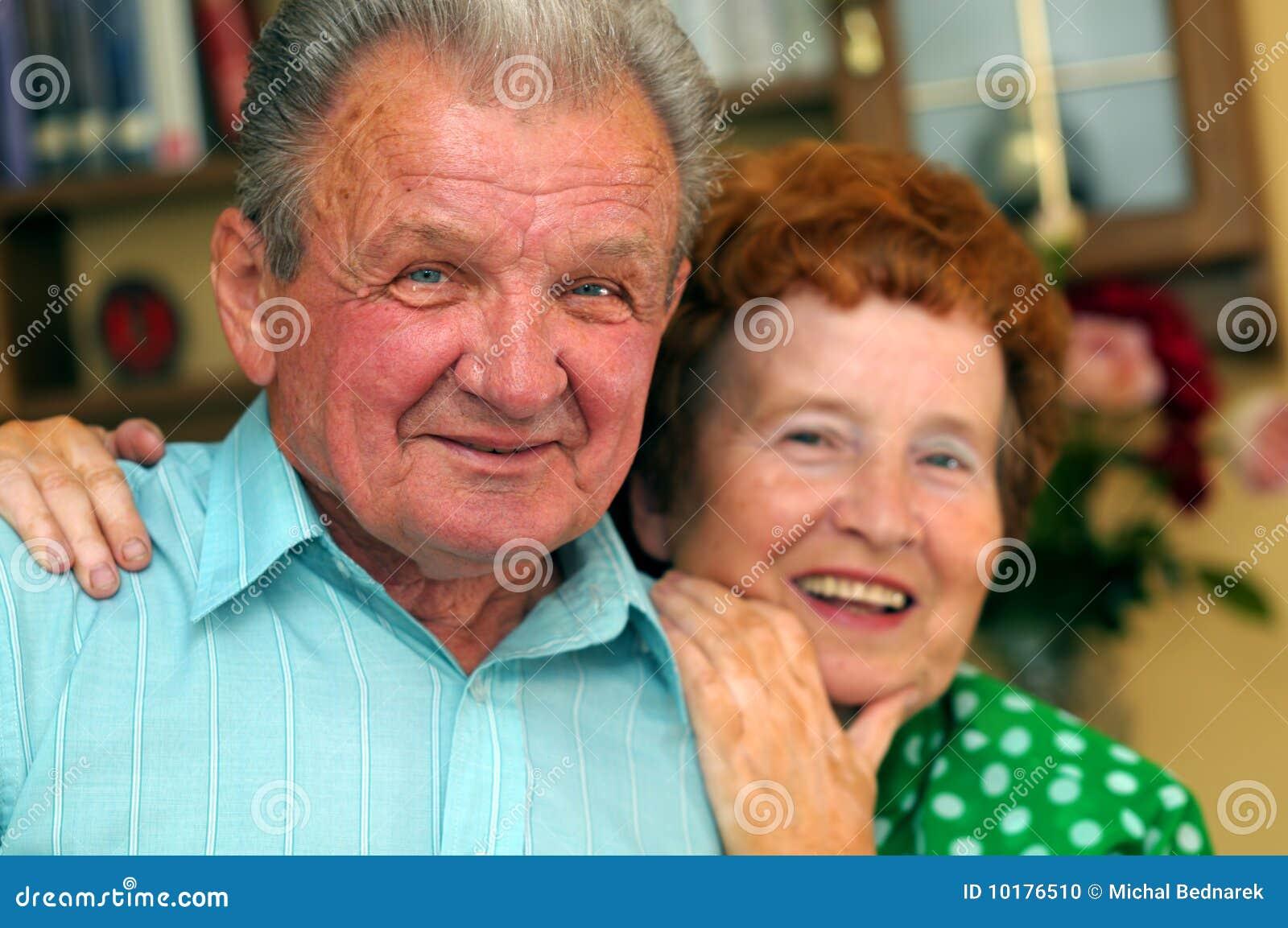 Pares felizes idosos