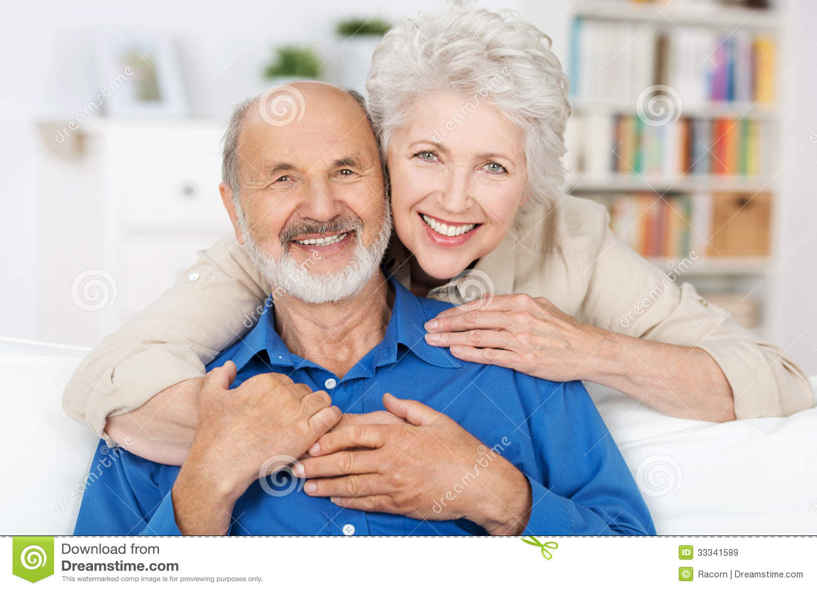 Pares idosos afetuosos