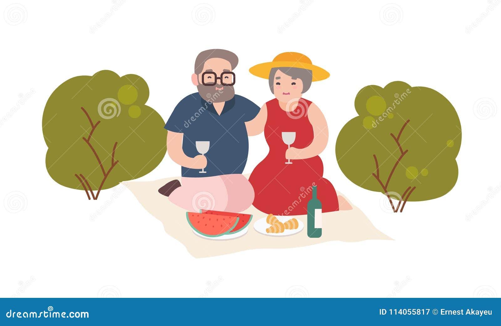 Pares idosos felizes que têm exterior romântico do jantar isolado no fundo branco Pares de ancião e de mulher de sorriso