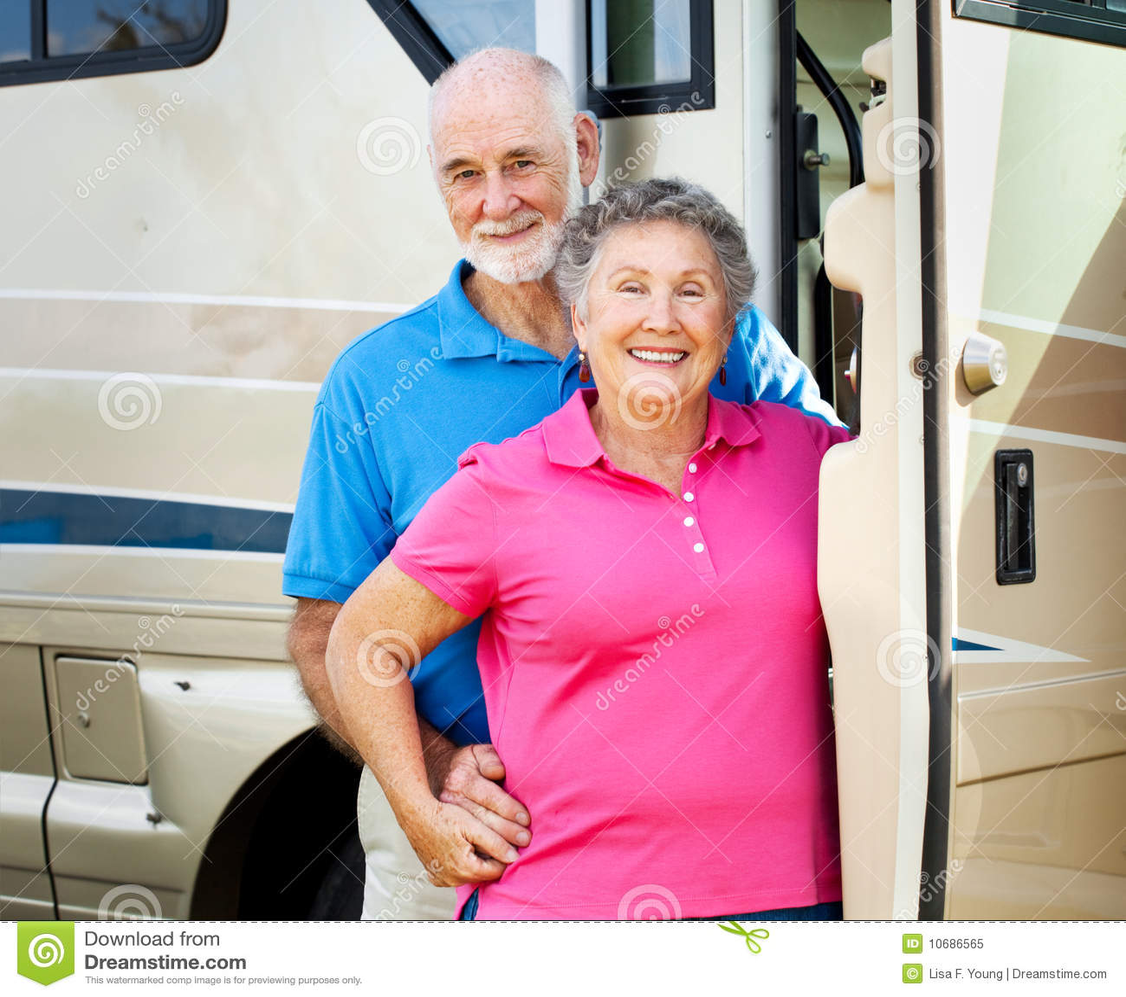 Pares jubilados felices con rv