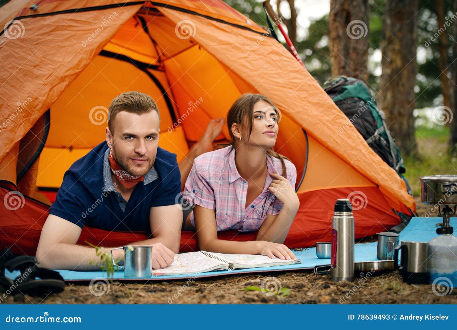 Pares no acampamento