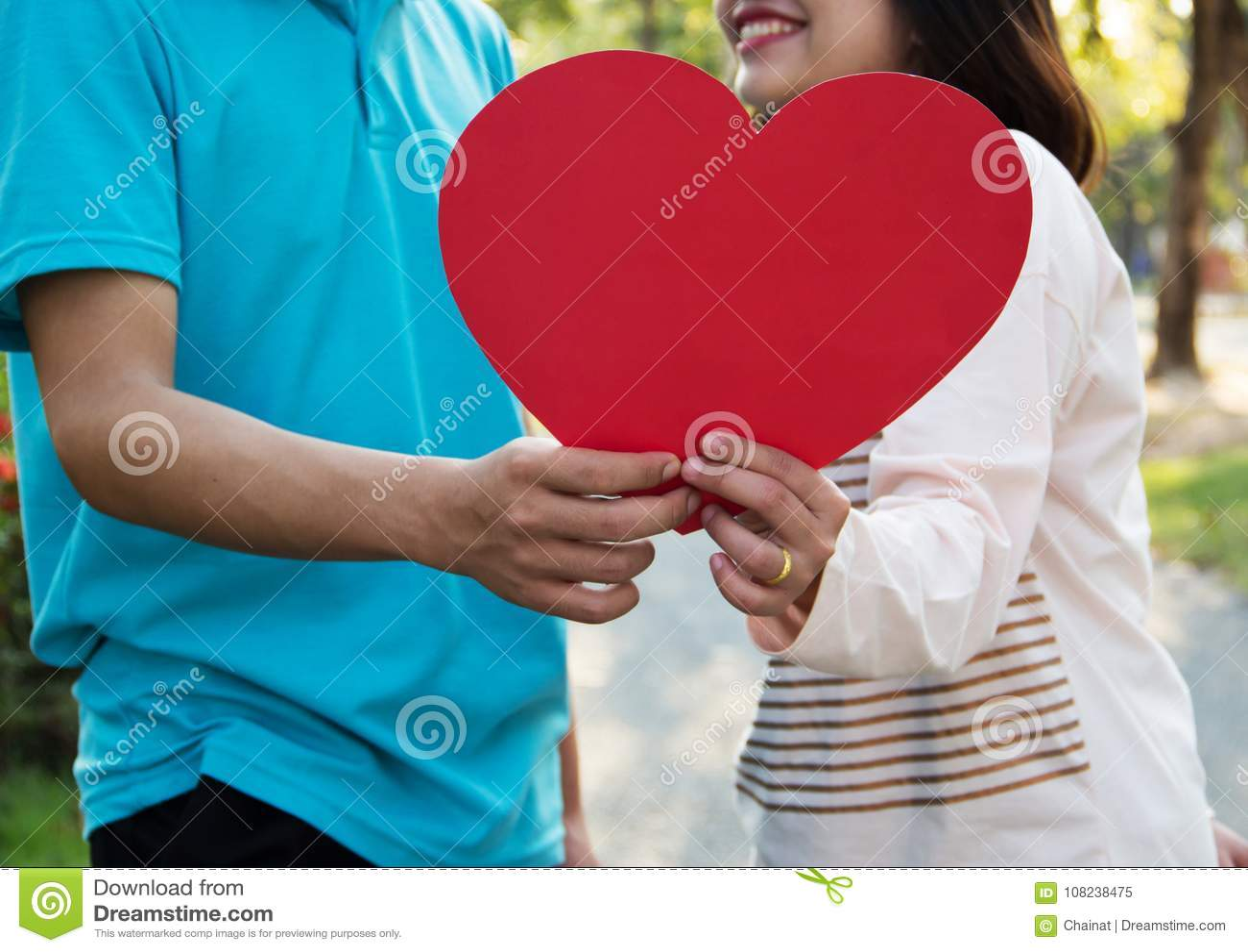 Pares novos românticos no amor