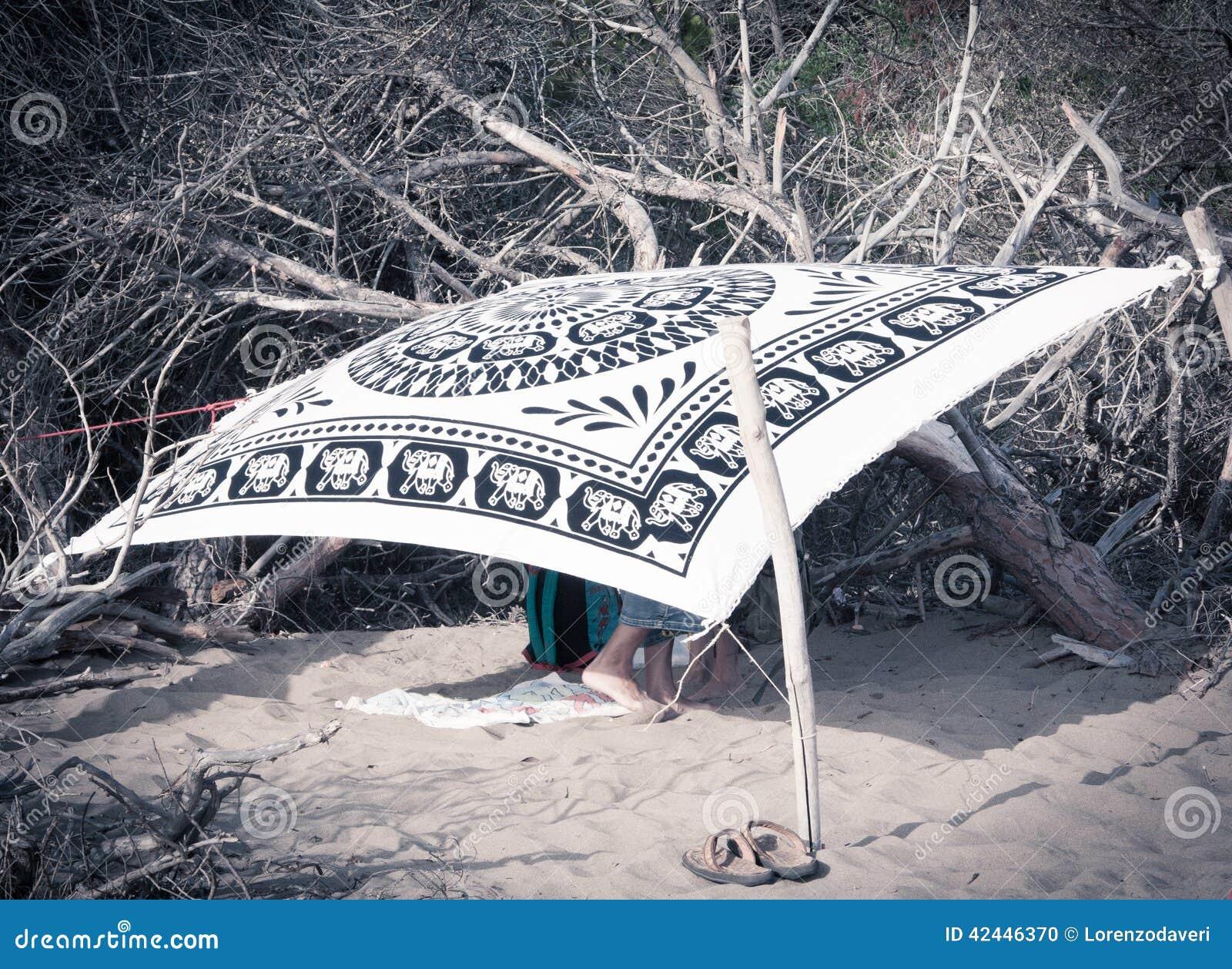 Pares ocultados en la playa