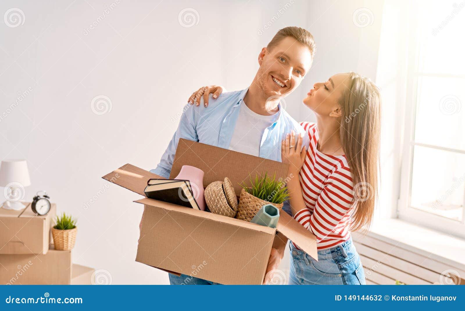 Pares que movem-se para a casa nova