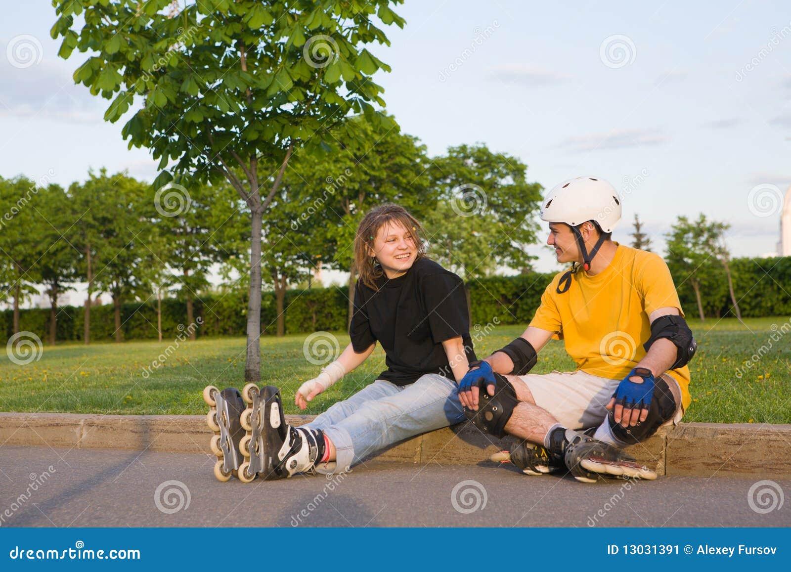 Pares rollerblading