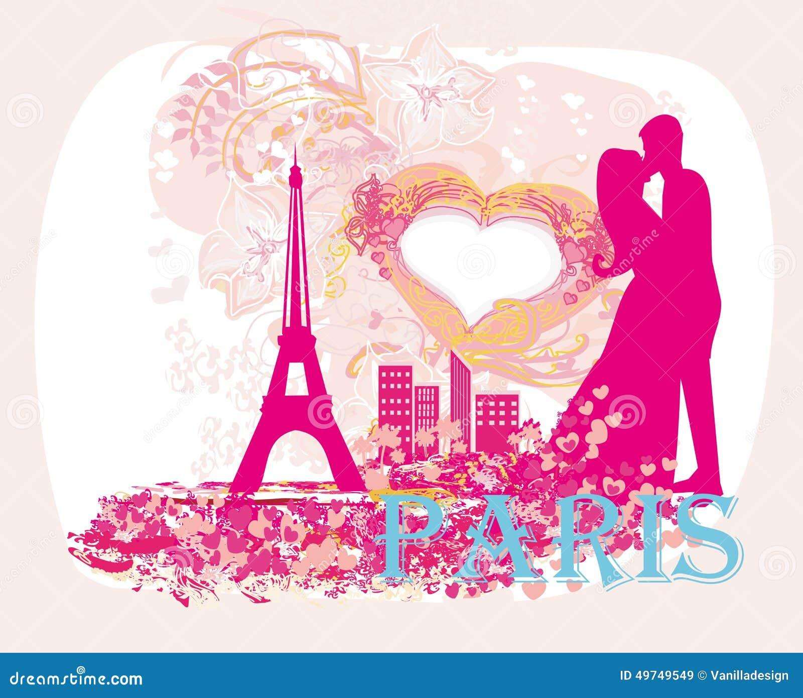 Pares románticos en París que se besa cerca de la torre Eiffel