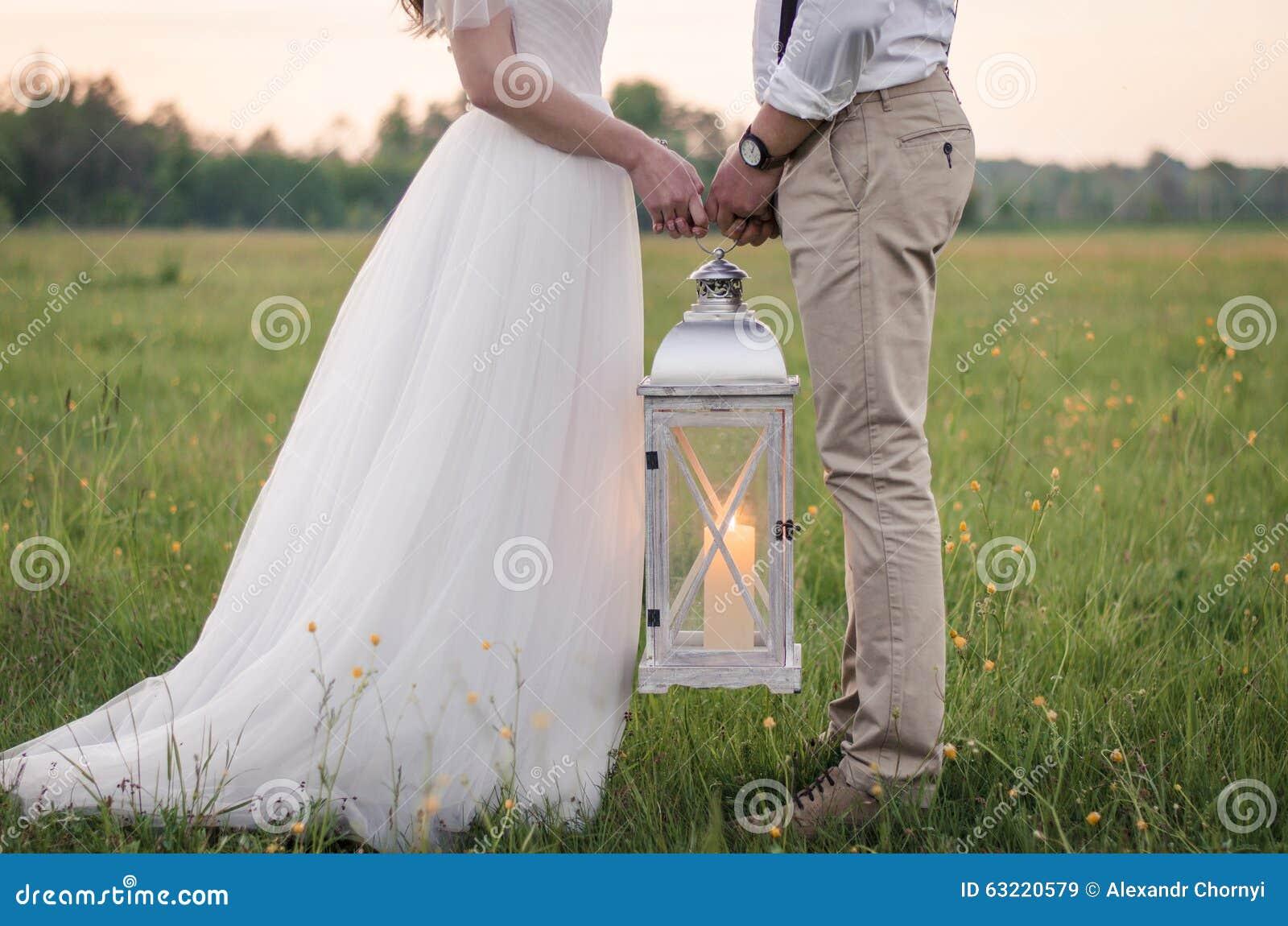 Paret hands holdingen