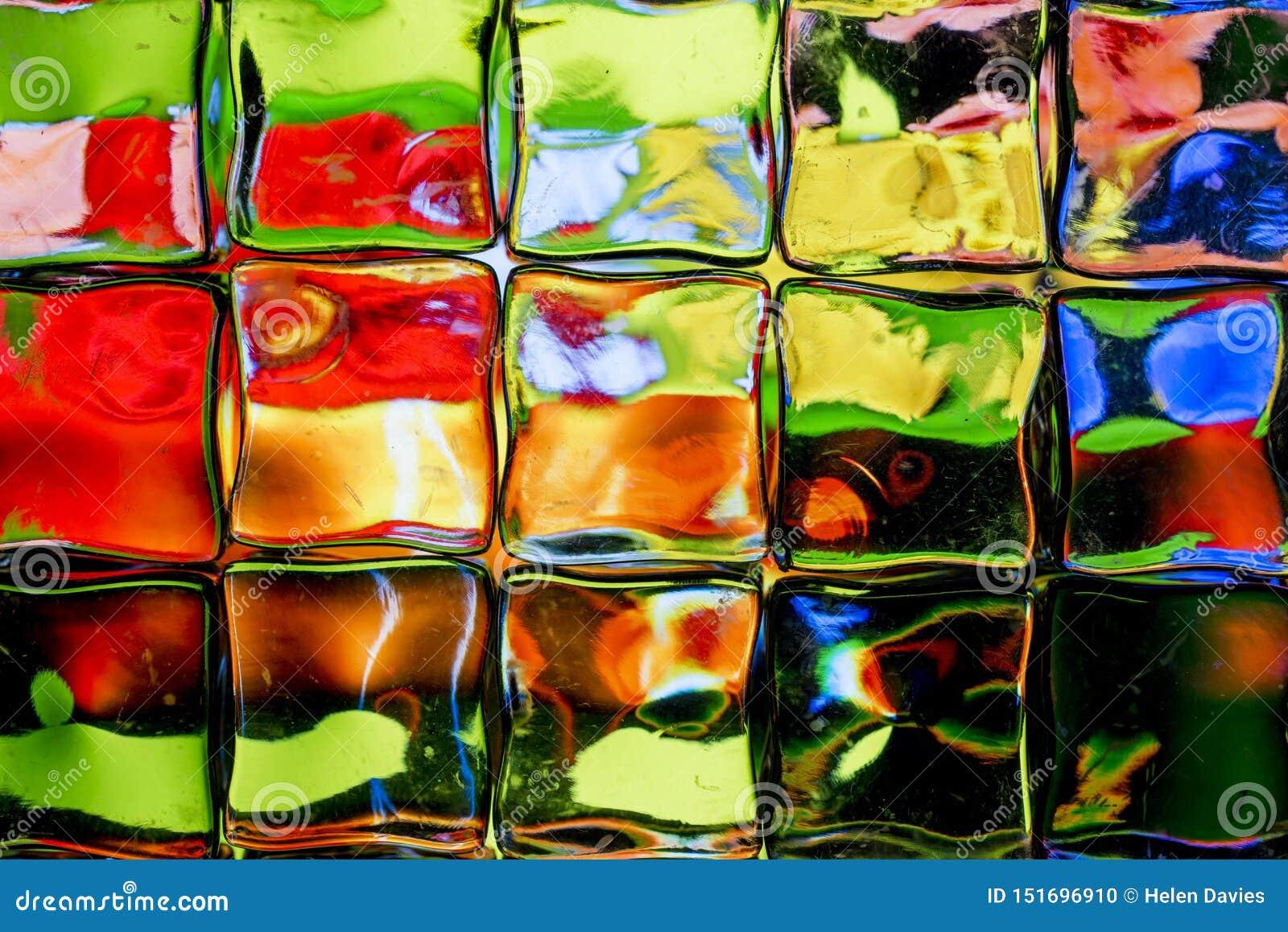 Parete brillantemente colorata del blocco di vetro