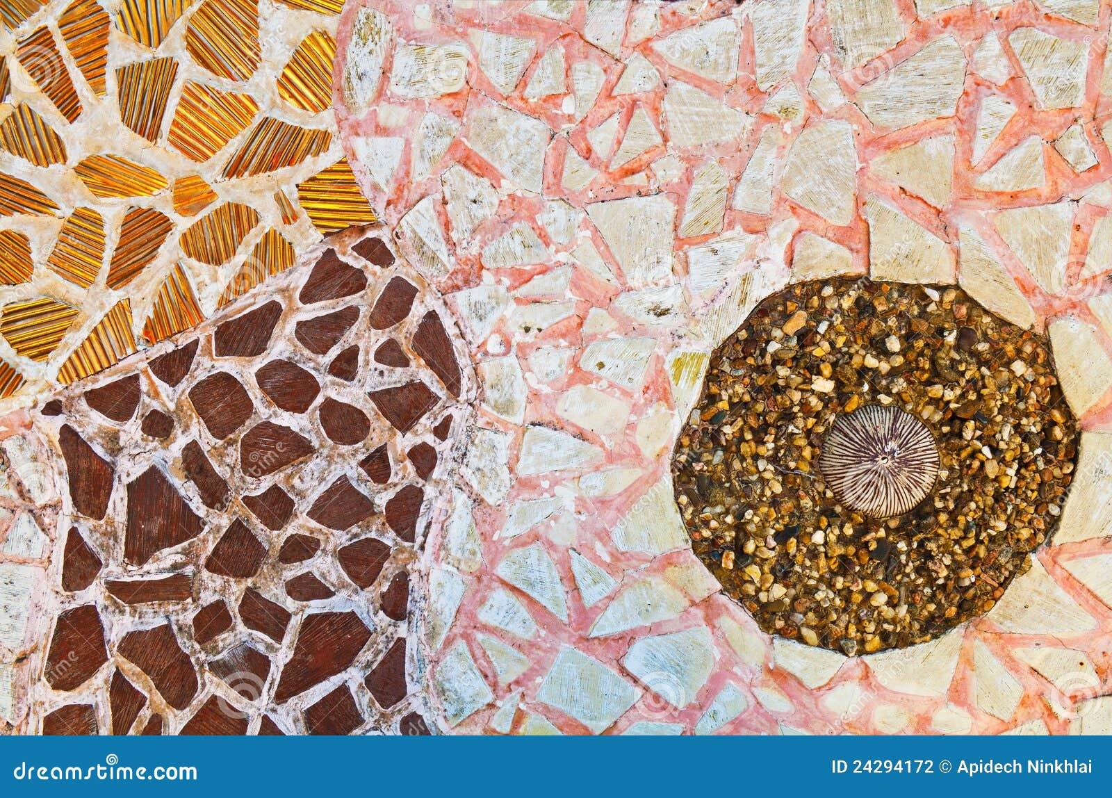Parete del mosaico dalle mattonelle di ceramica rotte fotografia