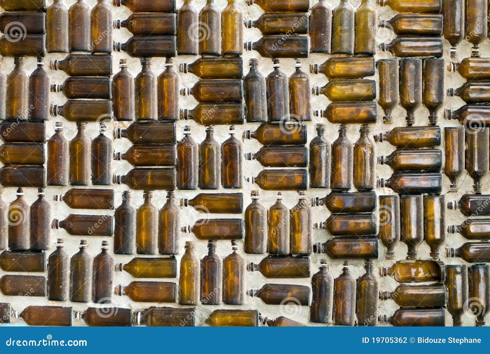 Pareti Con Bottiglie Di Vetro : Parete della bottiglia di vetro fotografia stock immagine di