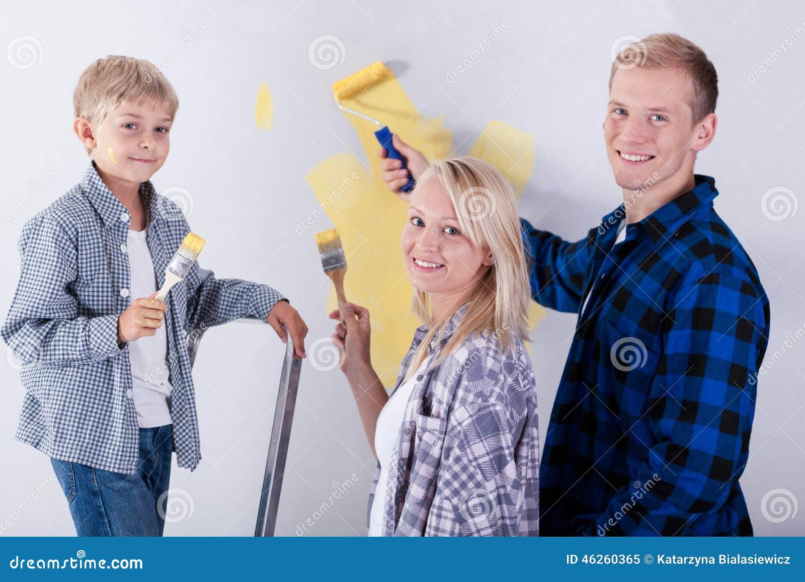 Parete della pittura della famiglia in nuova casa immagine for Famiglia parete