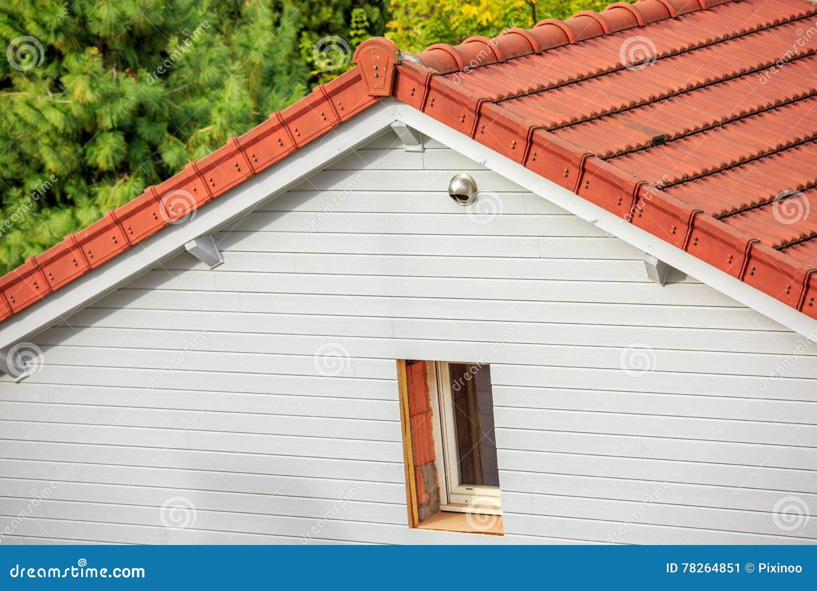 Pareti Di Legno Per Esterni : Parete di legno della plancia per isolamento esterno della casa