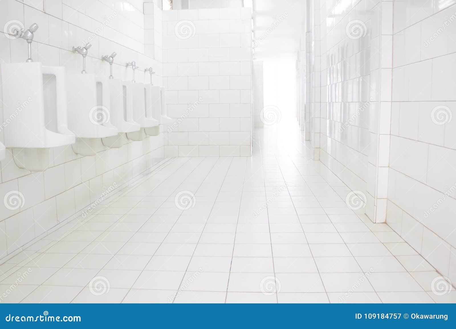 Parete e piastrelle per pavimento bianche l ufficio bianco della