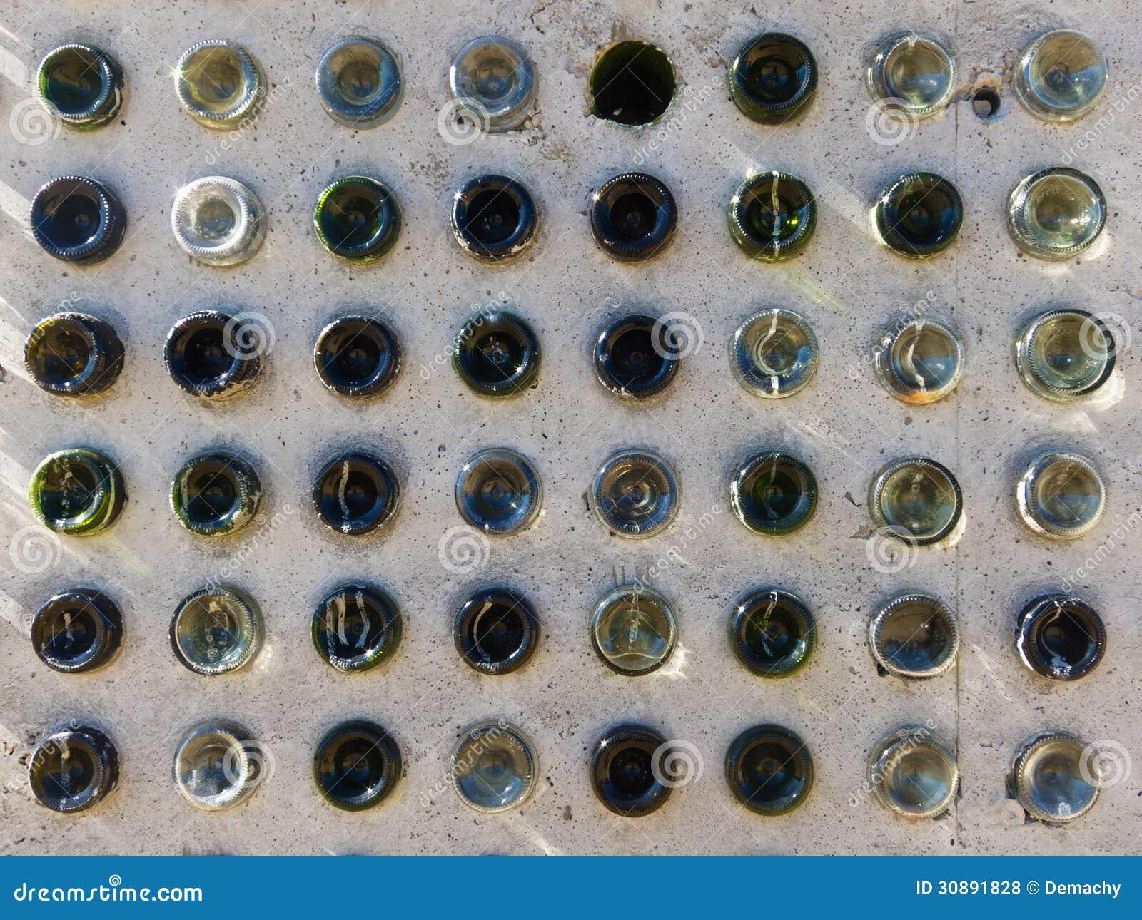 Pareti Con Bottiglie Di Vetro : Muro con bottiglie di vetro taglia una bottiglia di vetro con