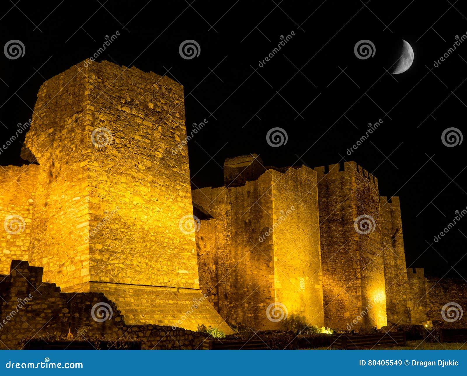 Pareti Esterne Illuminate : Pareti esterne della fortezza di smederevo immagine stock immagine