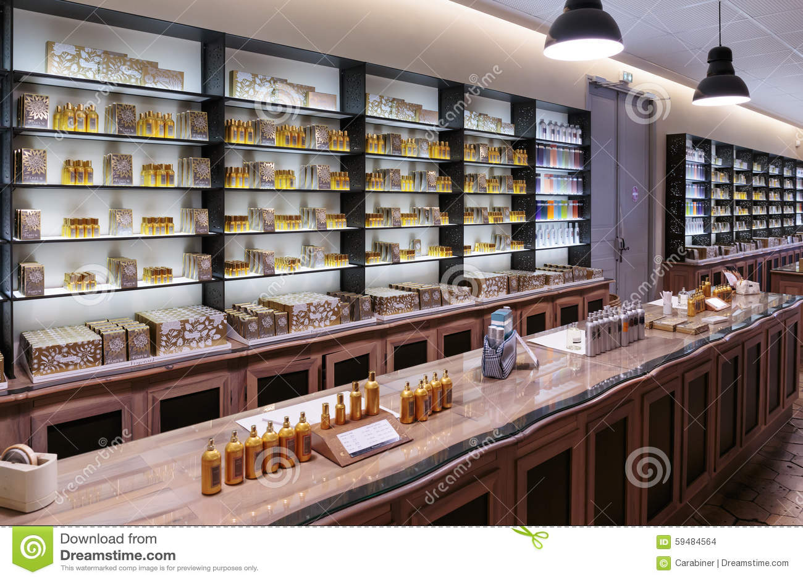 parfum de parfums de pr sentation l 39 usine fagonard de. Black Bedroom Furniture Sets. Home Design Ideas