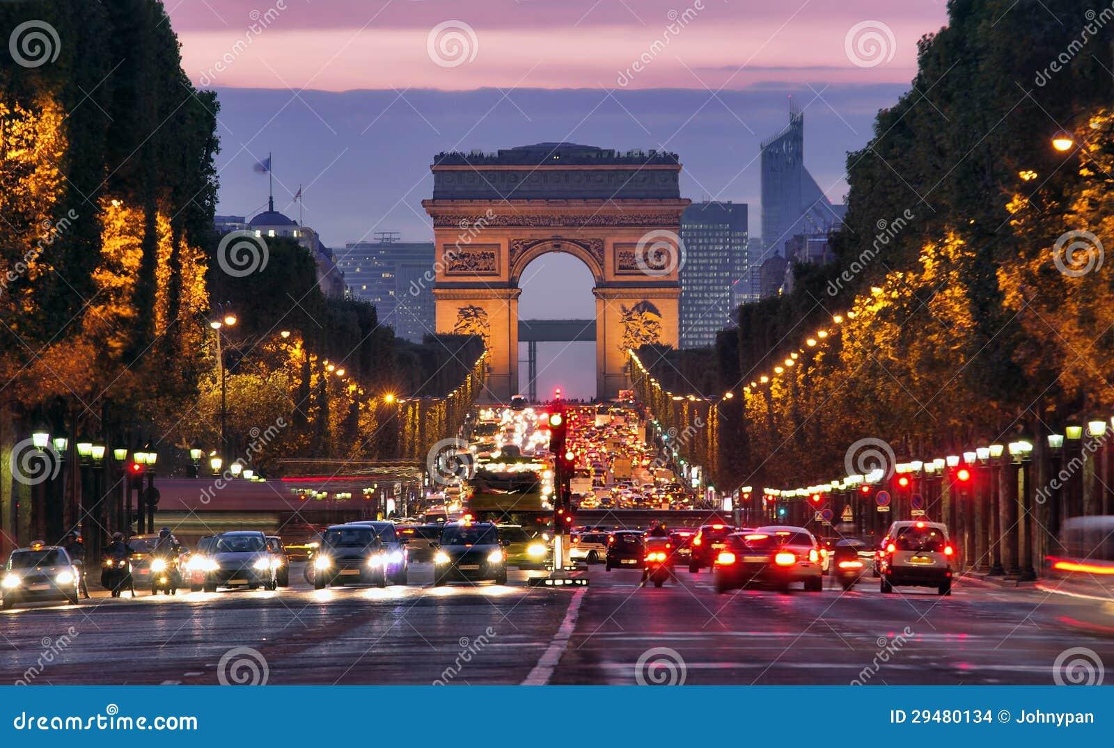 Parigi, Champs-Elysees alla notte