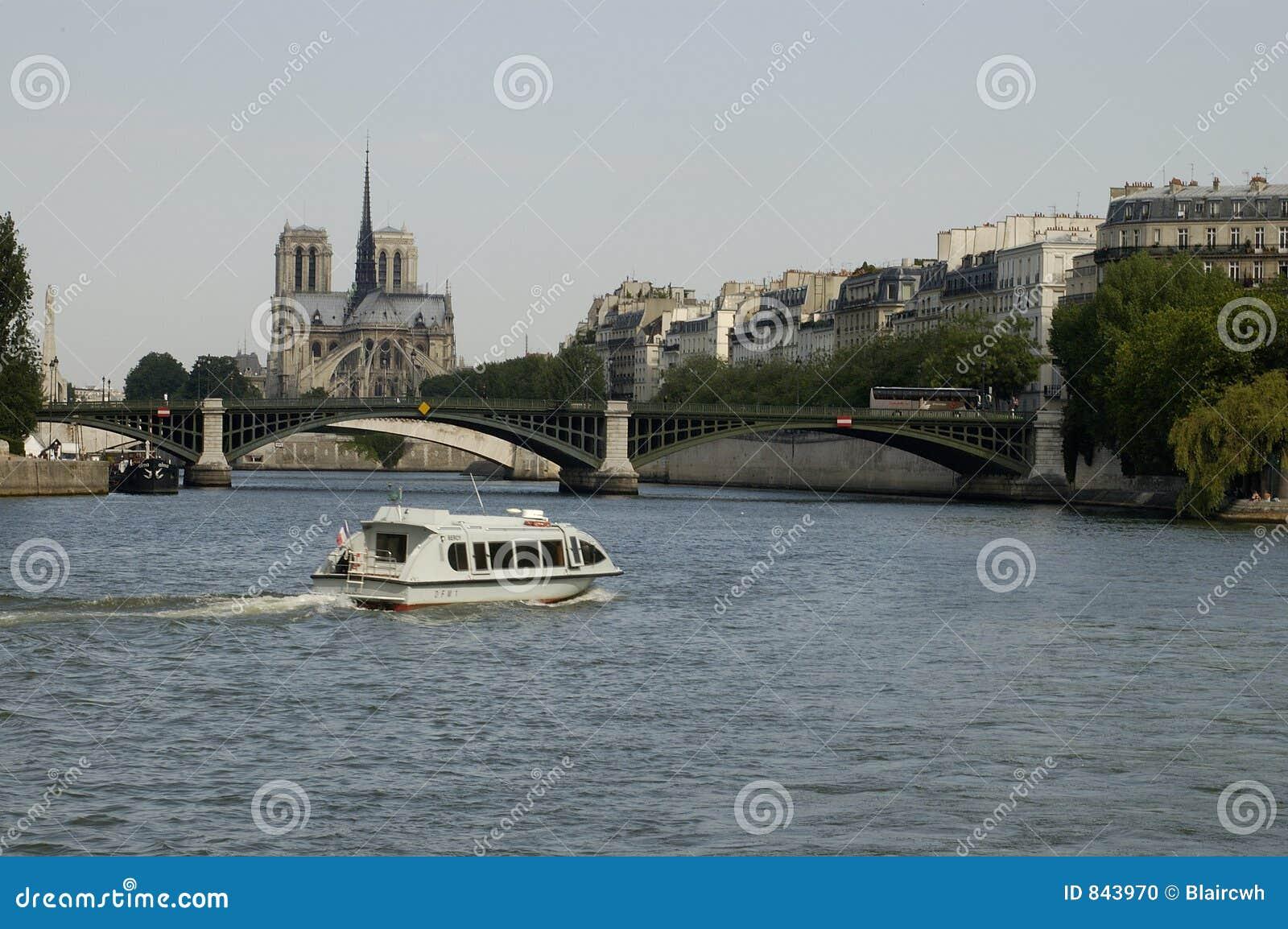 Parijs 26, de Rivier van de Zegen, Notre Dame