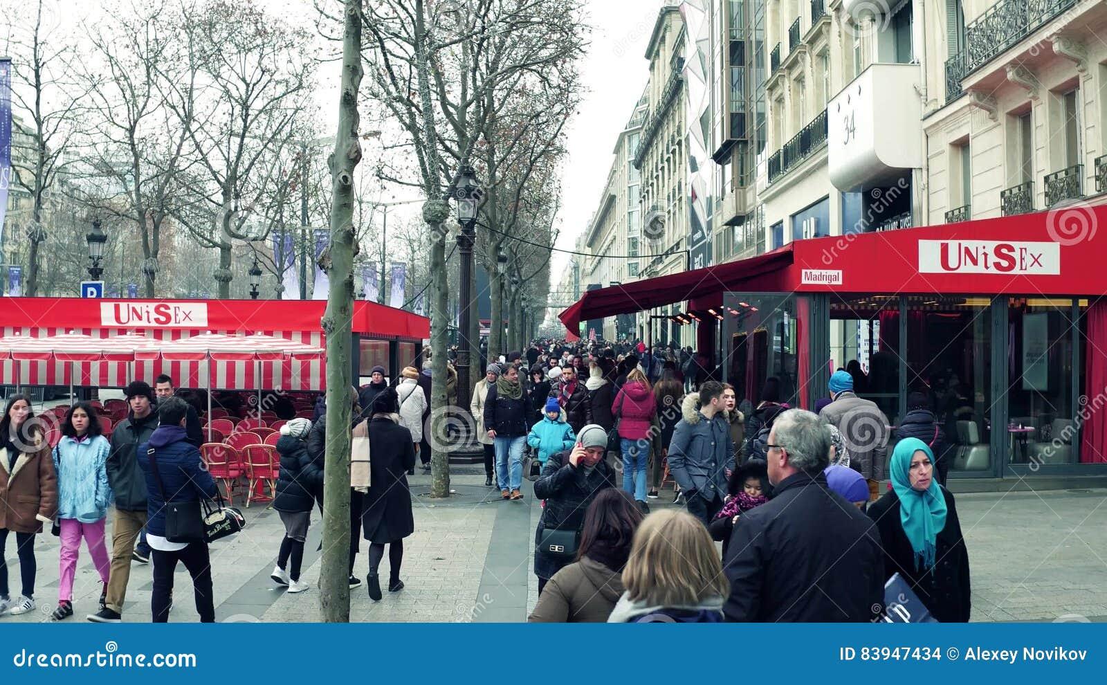 Beroemde Mensen In Parijs.Parijs Frankrijk December 31 2016 De Mensen Lopen Op Beroemde