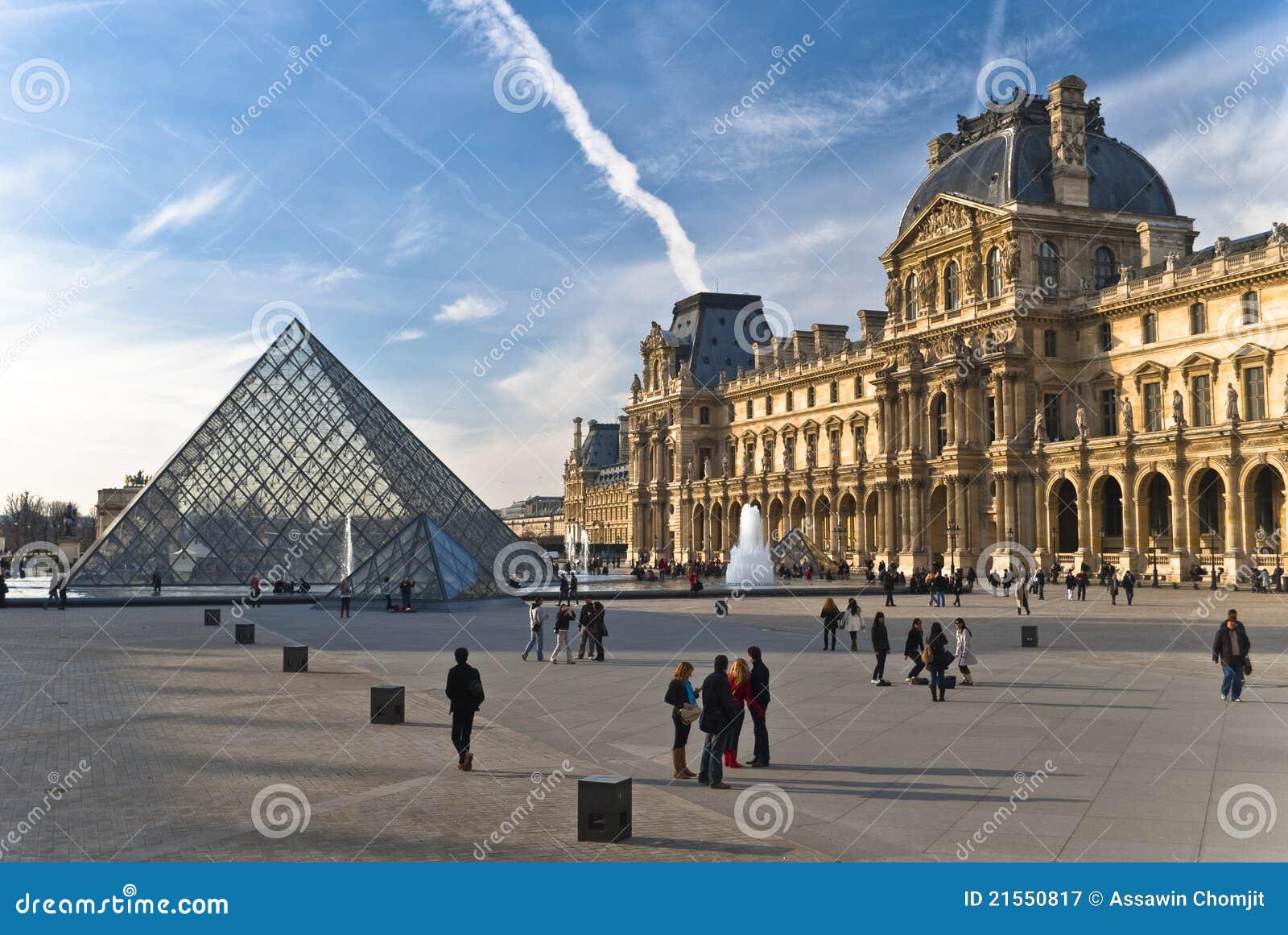PARIS - 20. März. Touristen genießen am Luftschlitz
