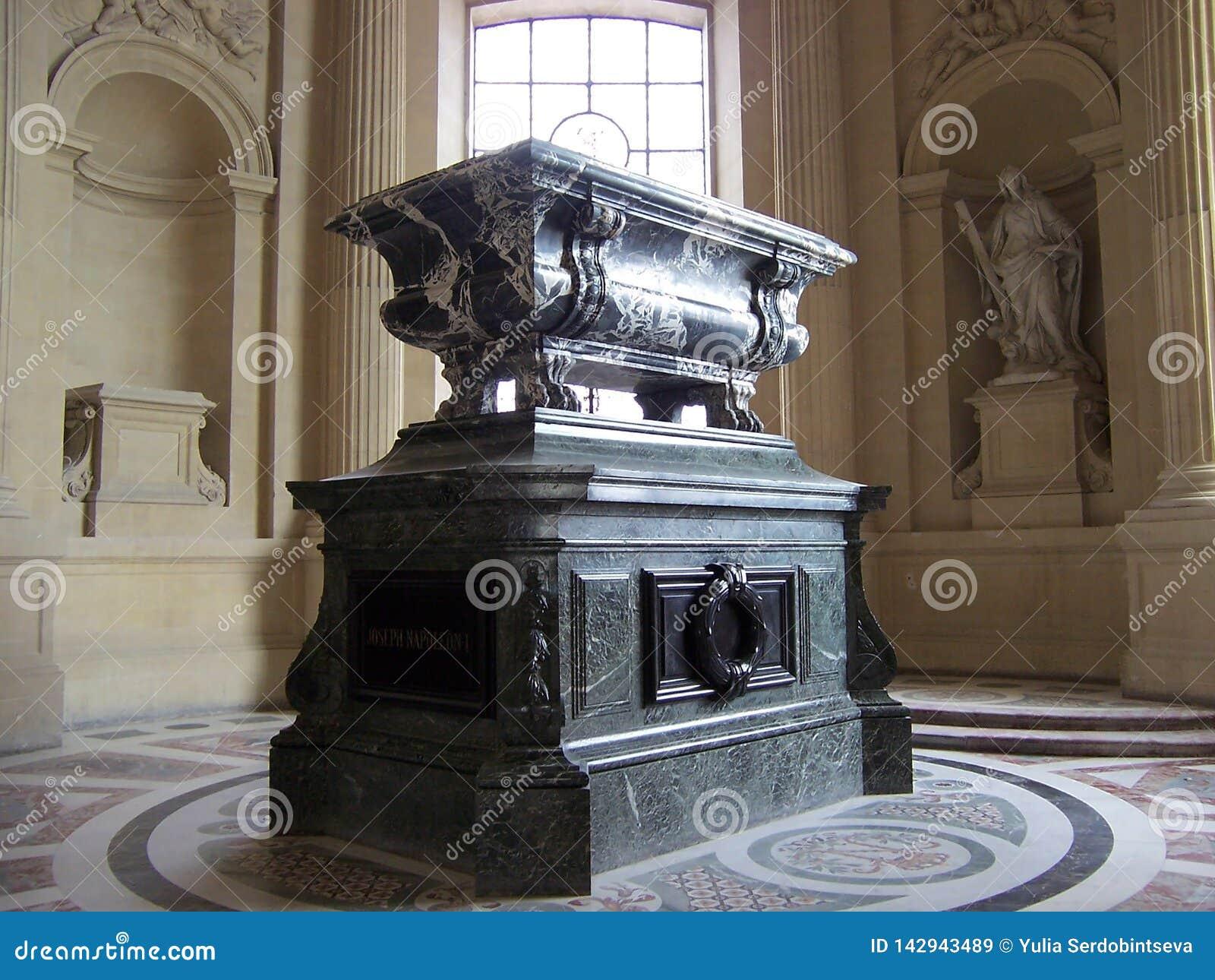 Paris, France 7 août 2009 : L intérieur de la tombe du napoléon, le DES Invalides de dôme au musée de Les Invalides