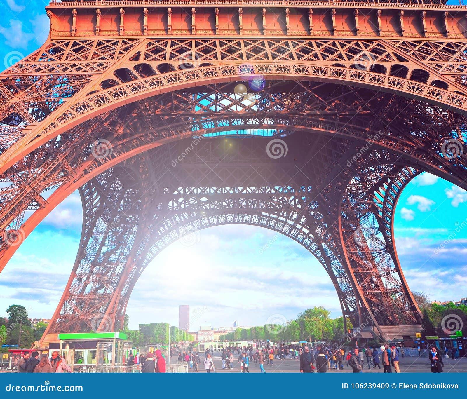 Sous tour eiffel photos stock inscription gratuite - Tour eiffel photos gratuites ...
