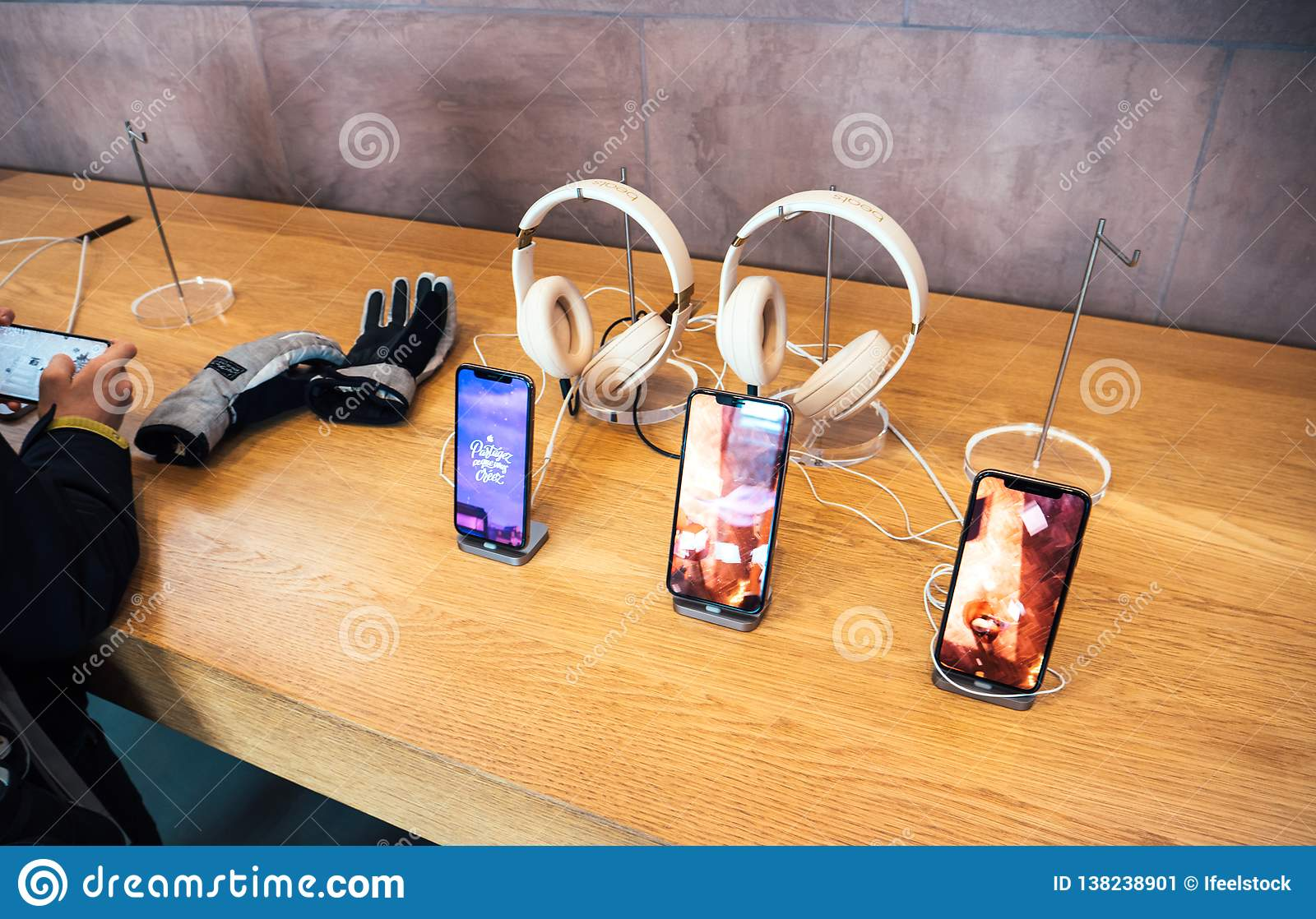 buy online df9c7 9a6bf Apple Computers IPhone XS Testing In Apple Store Headphones Beats By ...