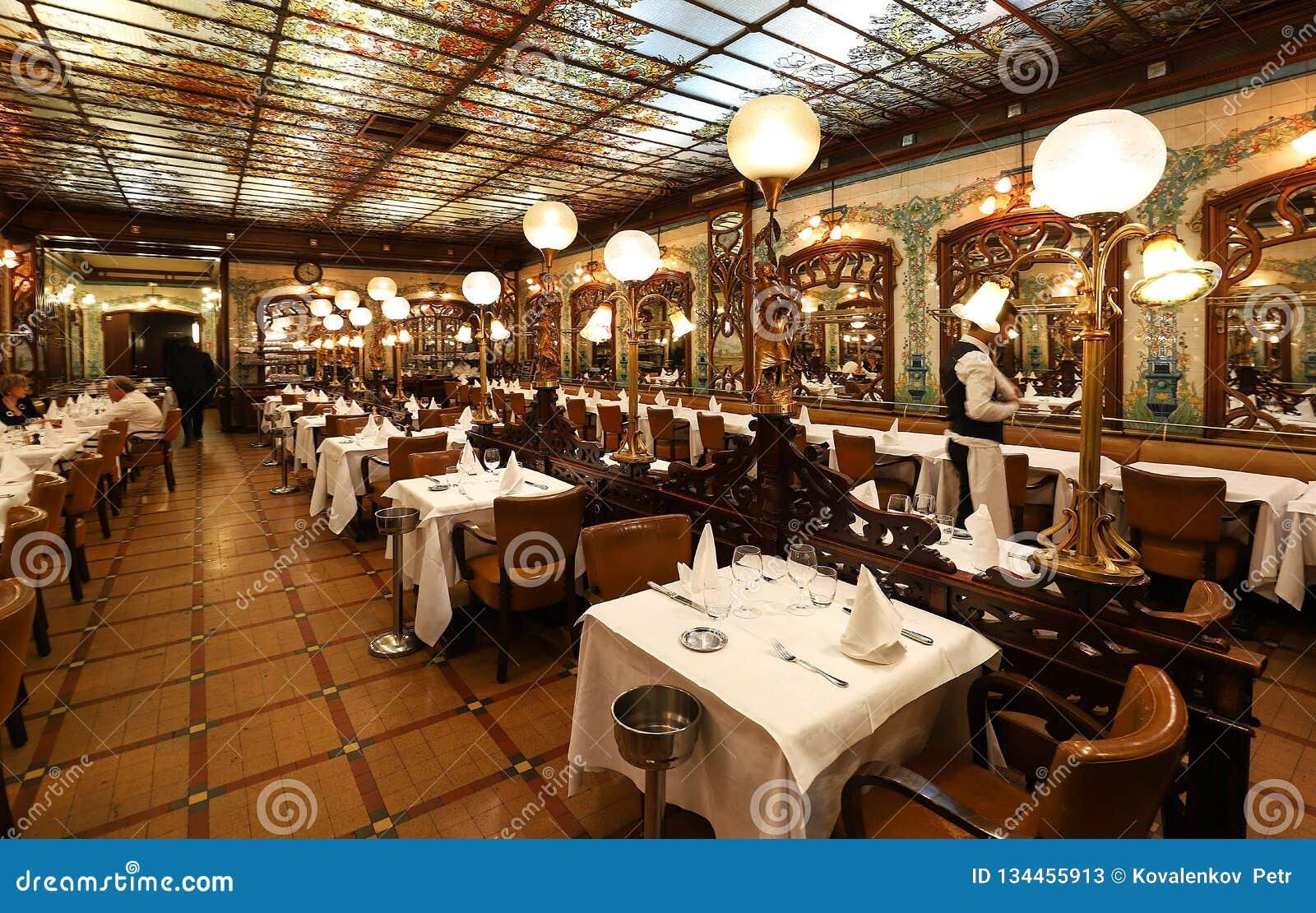 Montparnasse is historical restaurant located in montparnasse