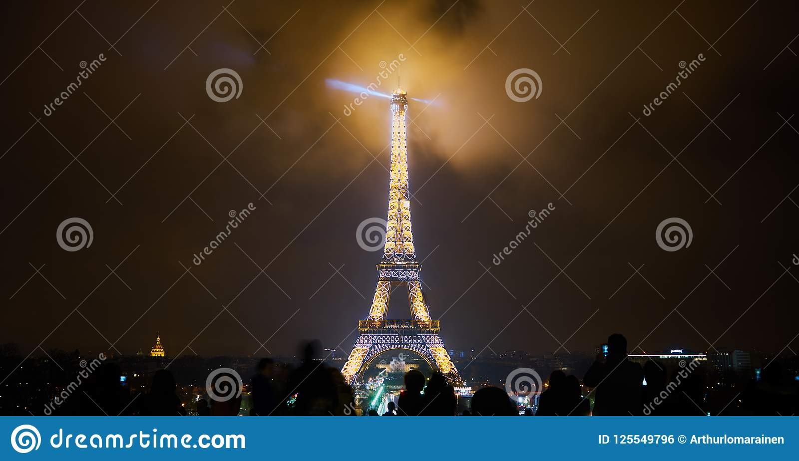 Paris France December 23 2017 People Are Looking At The Eiffel