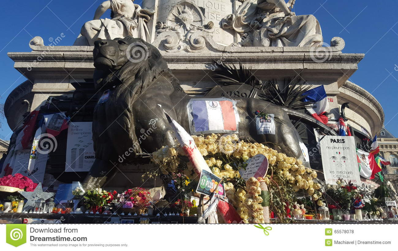 Paris, France 12 12 2015 Lugar de la République, após Paris attacks em novembro de 2015