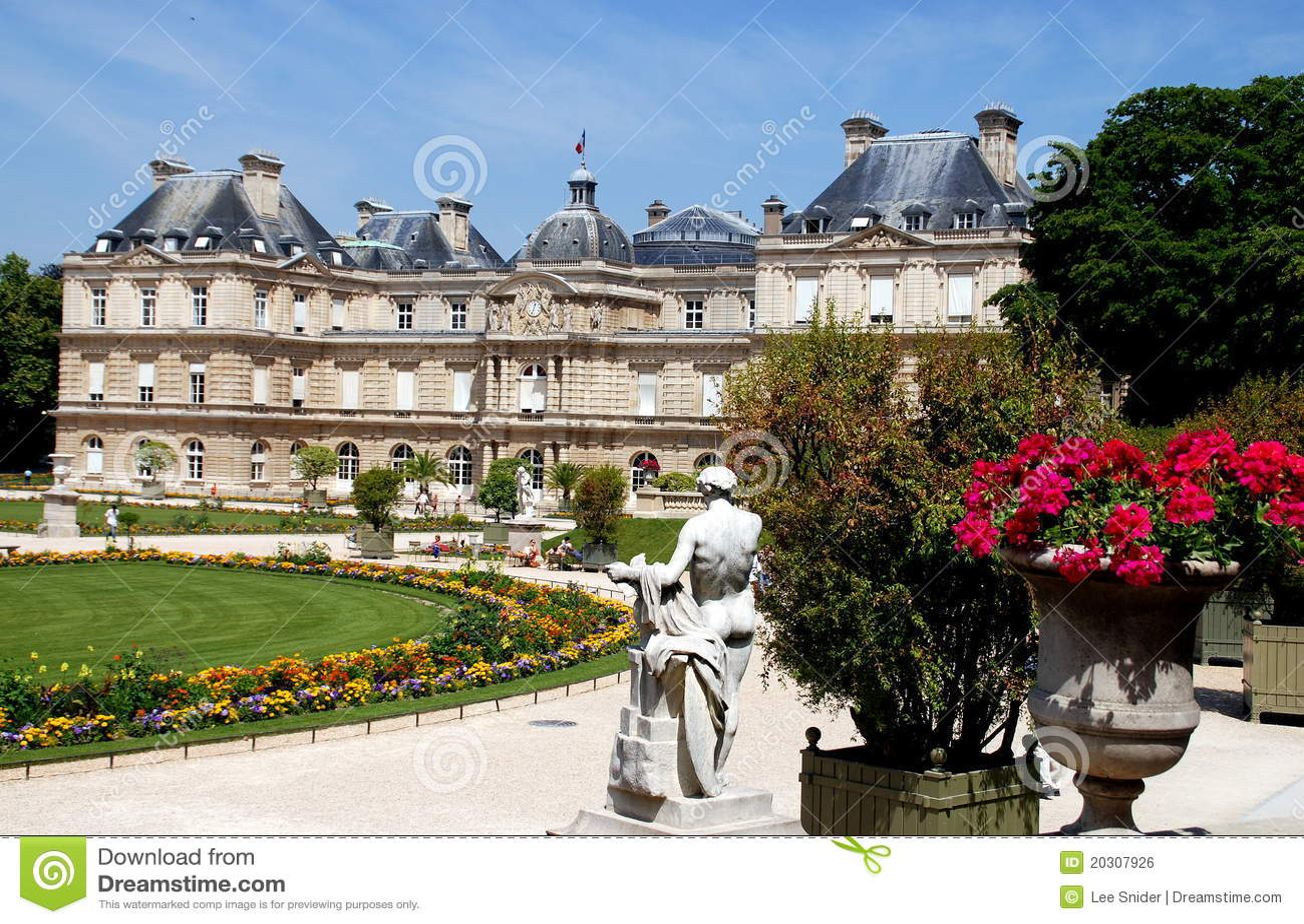 Paris france luxembourg palace gardens editorial photo for Le jardin de catherien