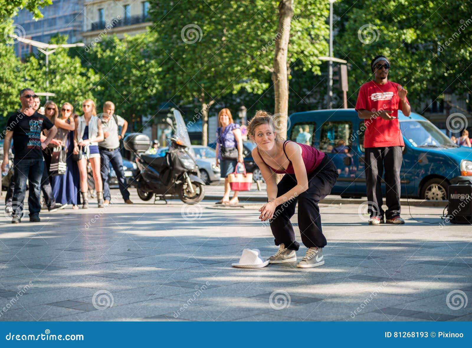 paris, france 25 mai 2012 : danse moderne de danseuse de femme sur