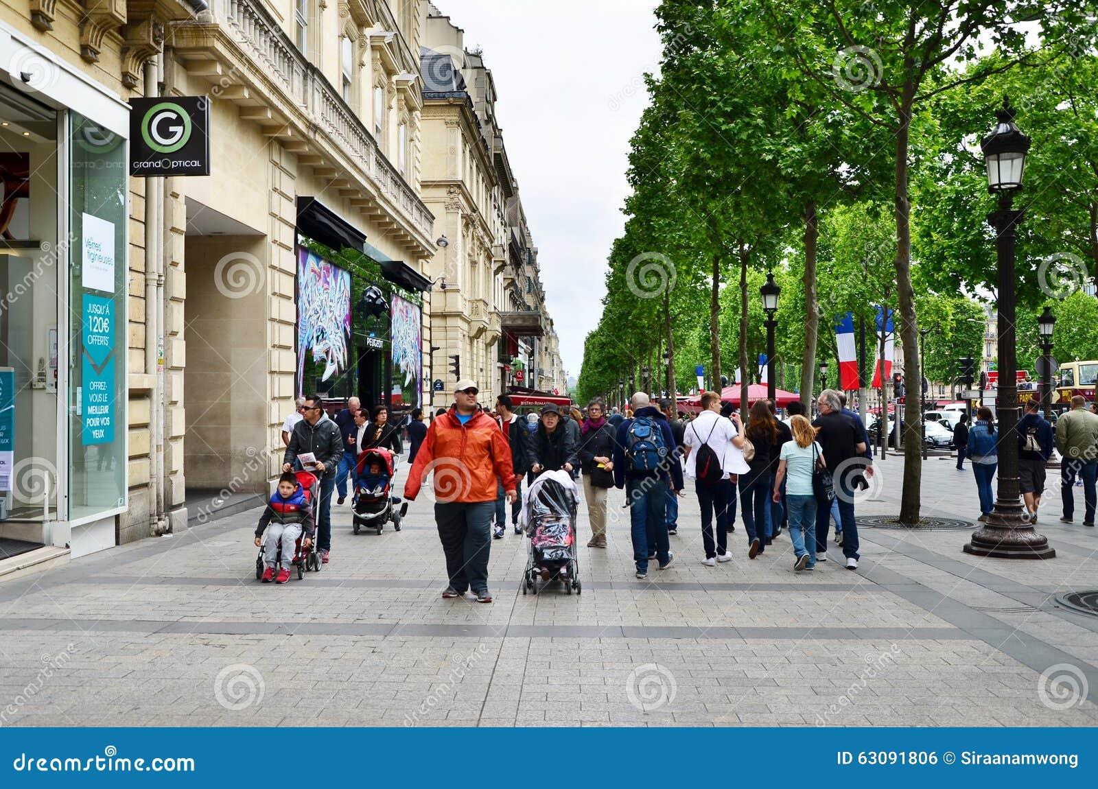 Download Paris, France - 14 Mai 2015 : Gens Du Pays Et Touristes Sur Champs-Elysees Photo éditorial - Image du charles, construction: 63091806